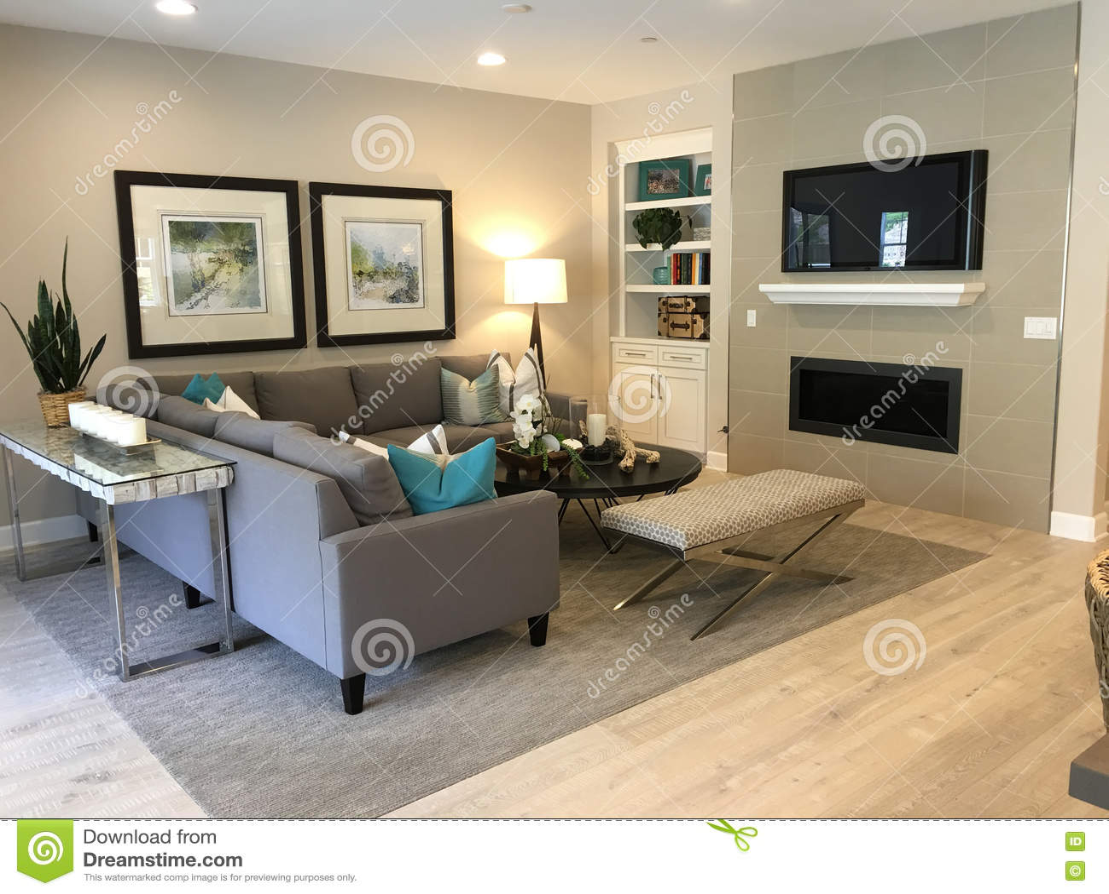 Schönes Wohnzimmer stockfoto. Bild von braun, couch, betrieb ...