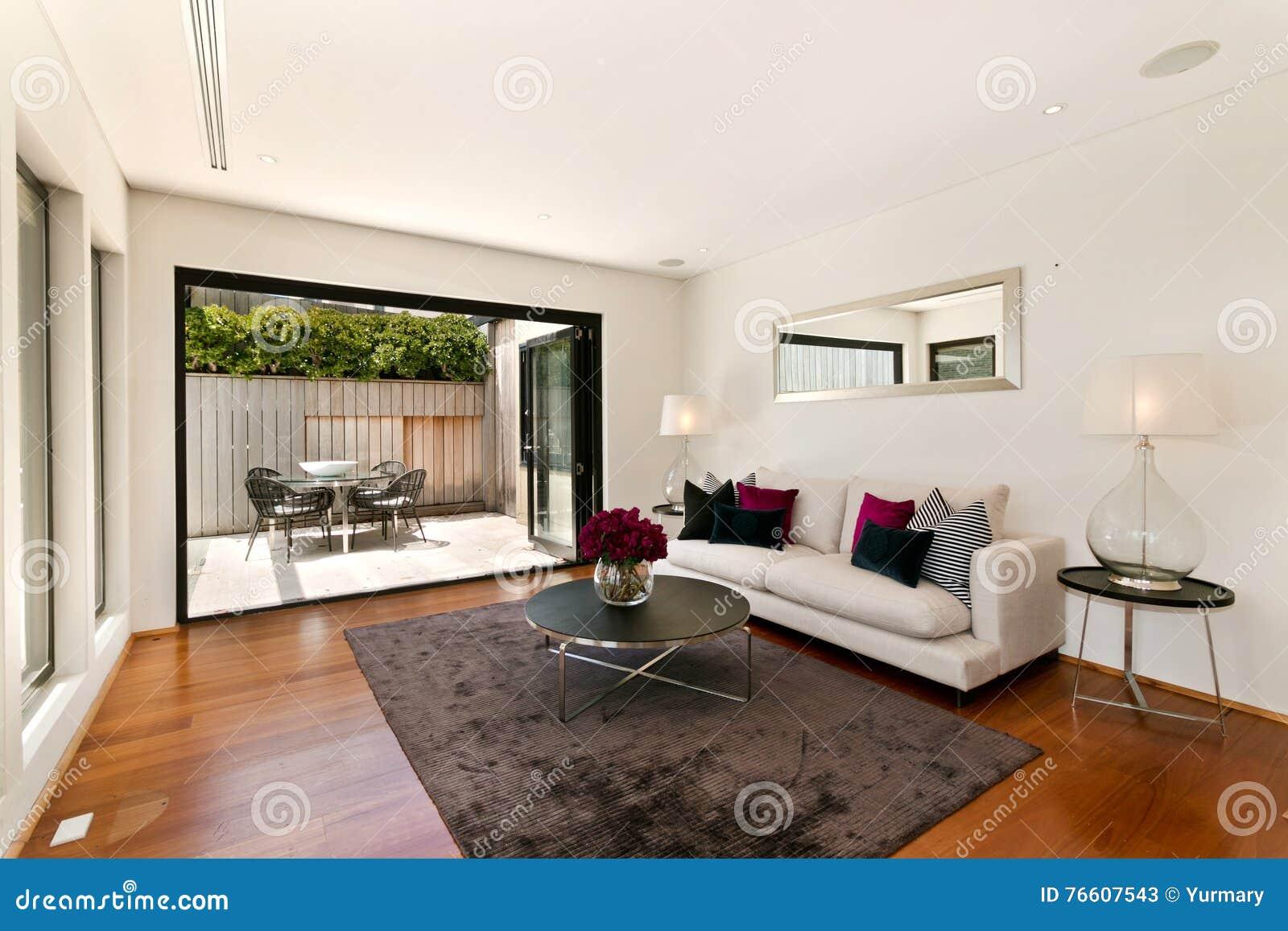 Schönes Wohnzimmer stockbild. Bild von wachstum, leben ...