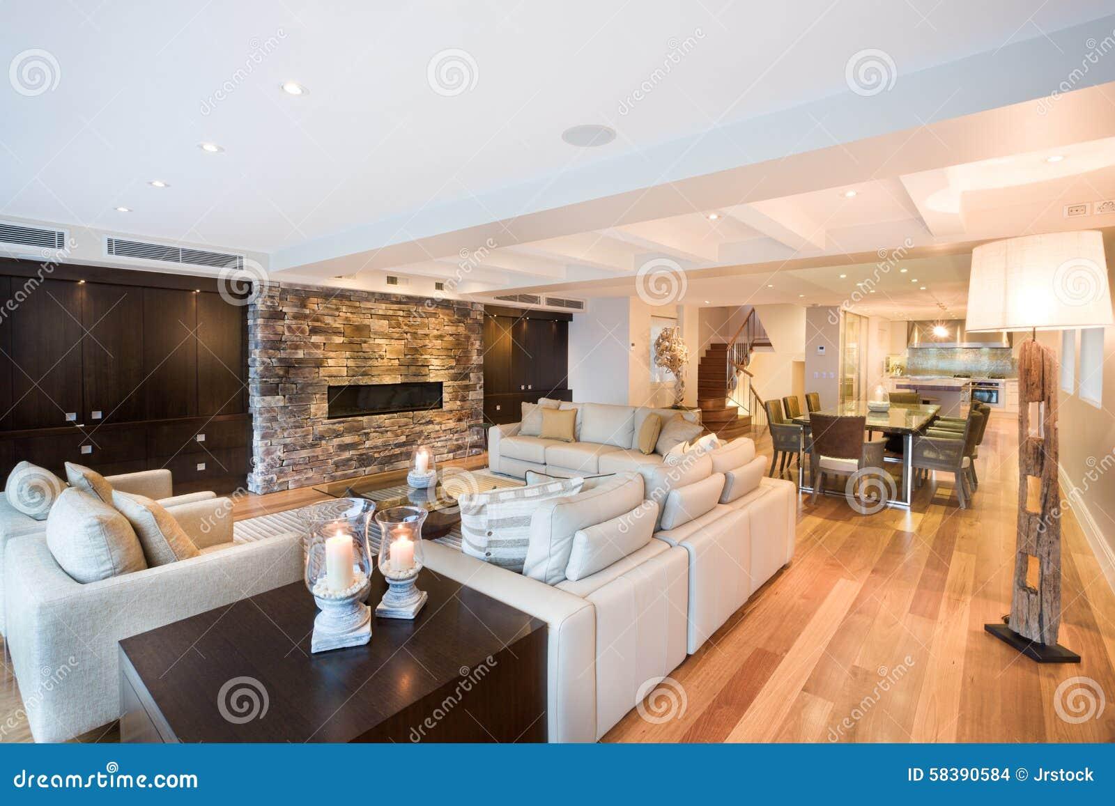 Schönes Wohnzimmer Mit Bretterboden Stockfoto - Bild von dekor ...