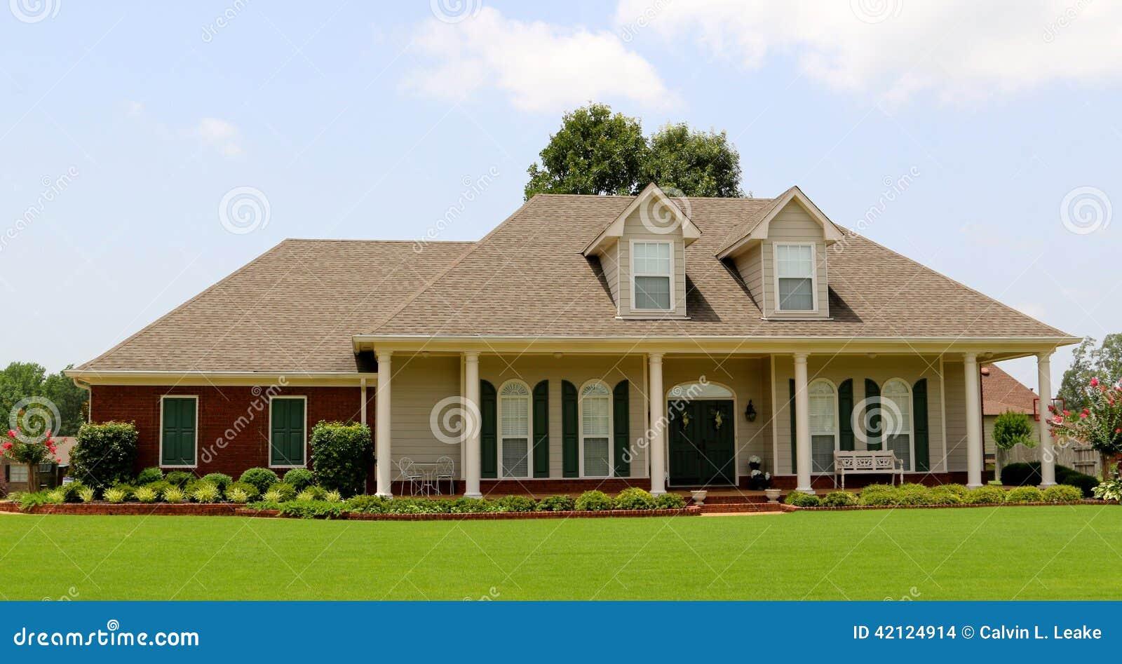 Schönes zweistöckiges Ranch-Art-Haus