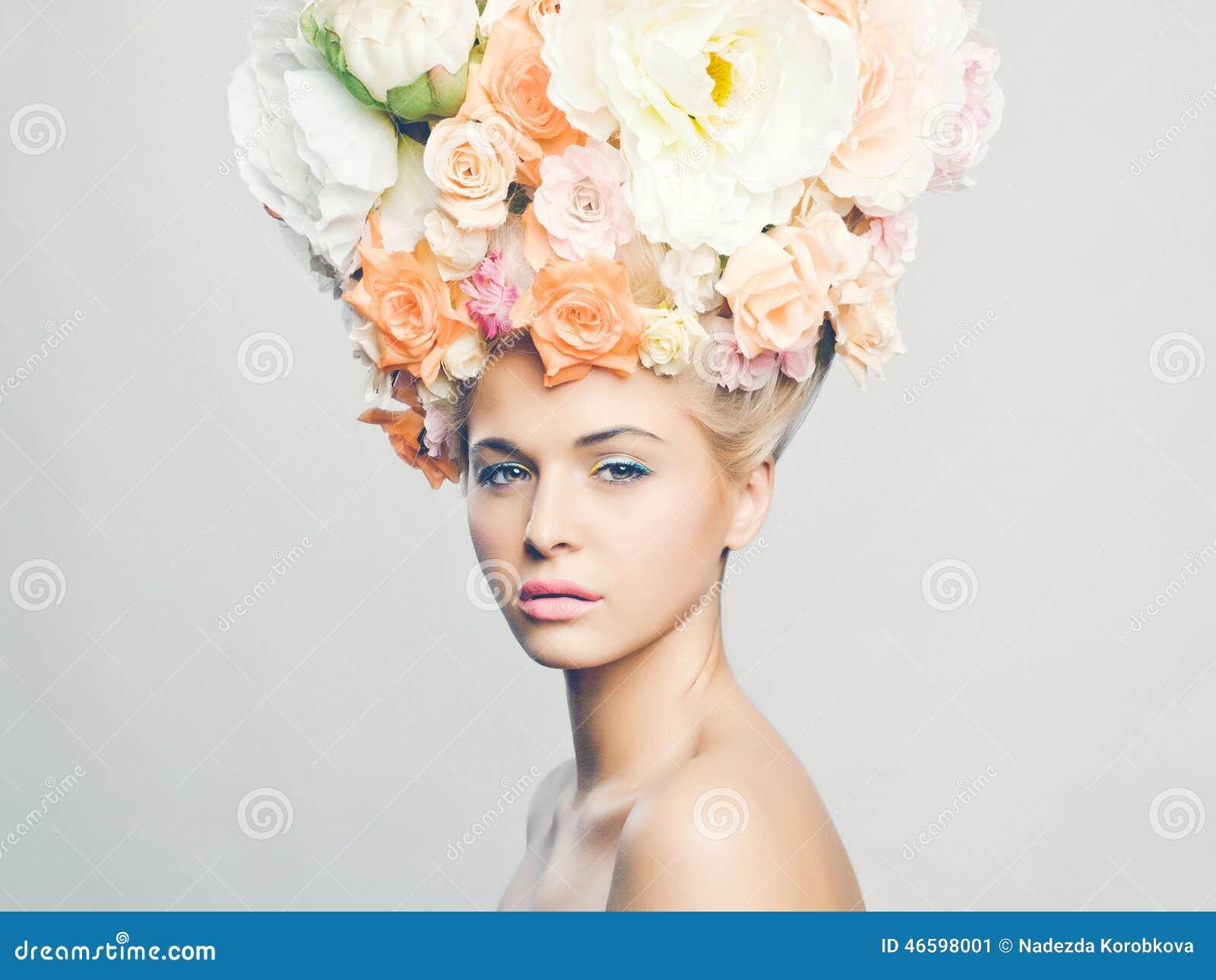 Schonheit Mit Frisur Von Blumen Stockbild Bild Von Gesundheit