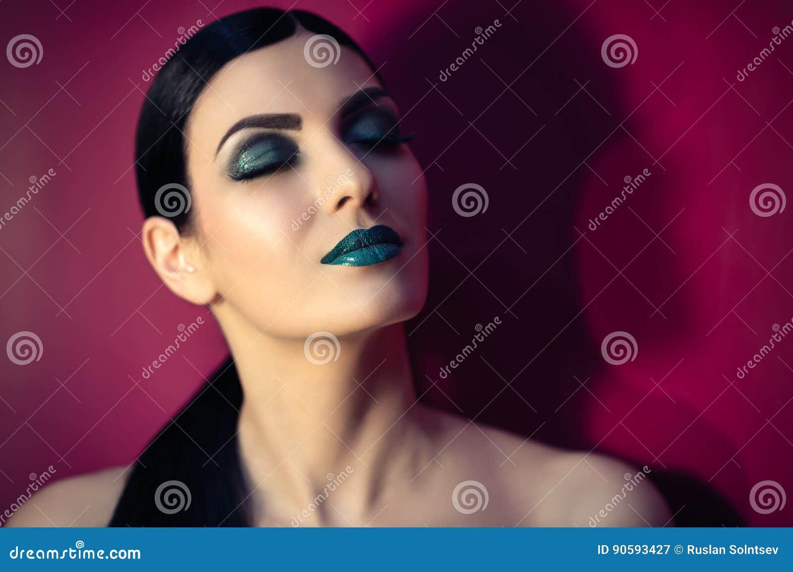 Schönheit mit Türkismake-up