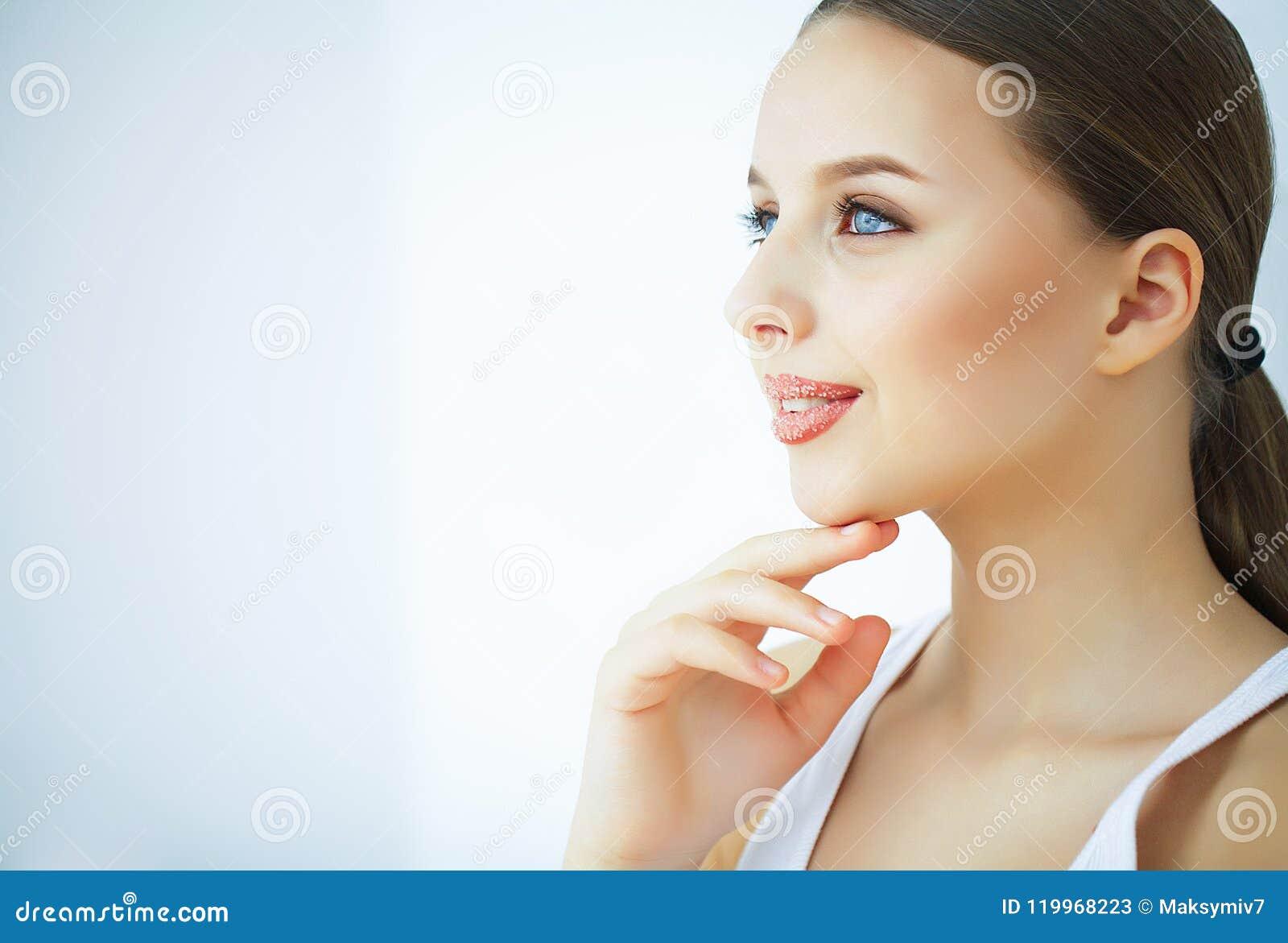 Schönheit und Sorgfalt Porträt einer jungen Frau mit einer schönen Haut