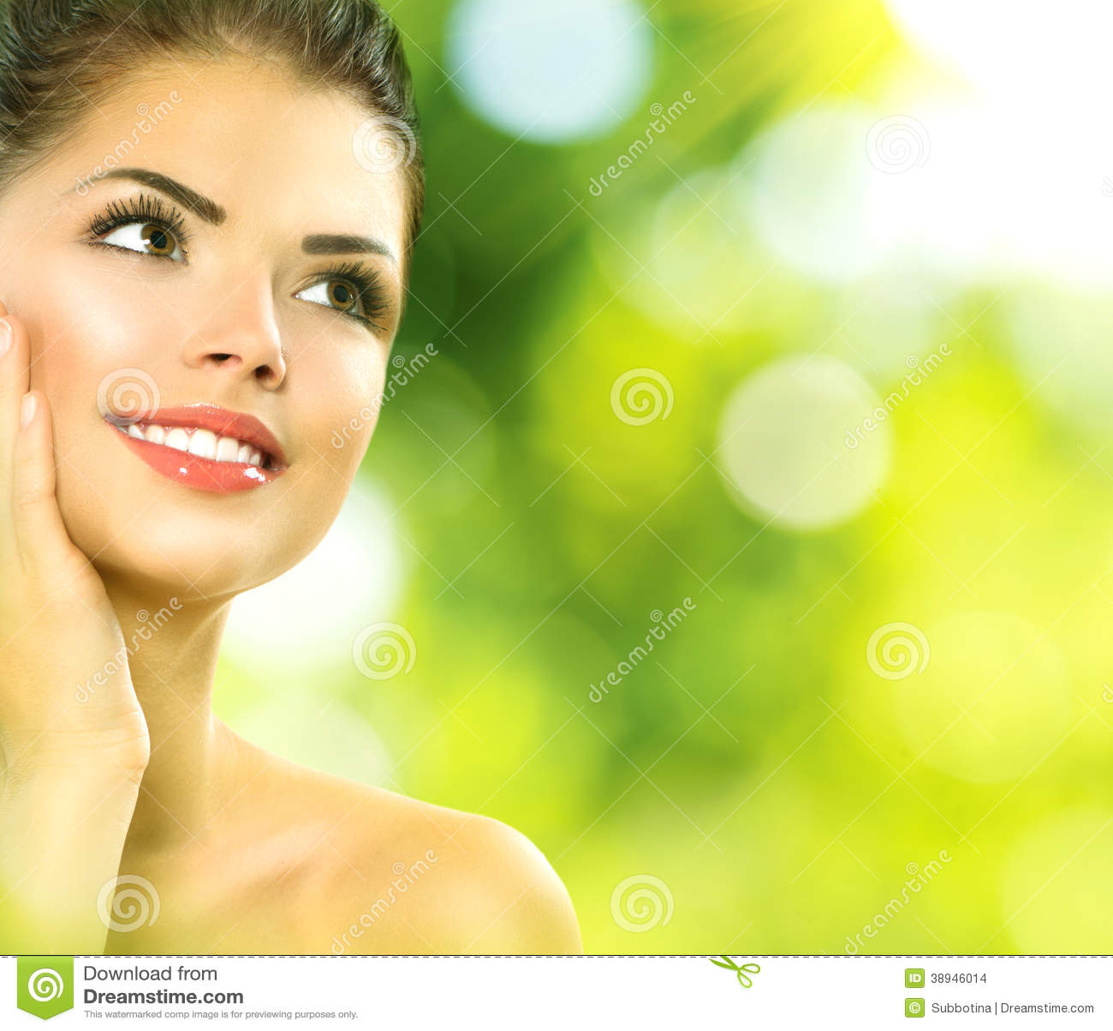 Schönheits-Badekurort-Frau draußen