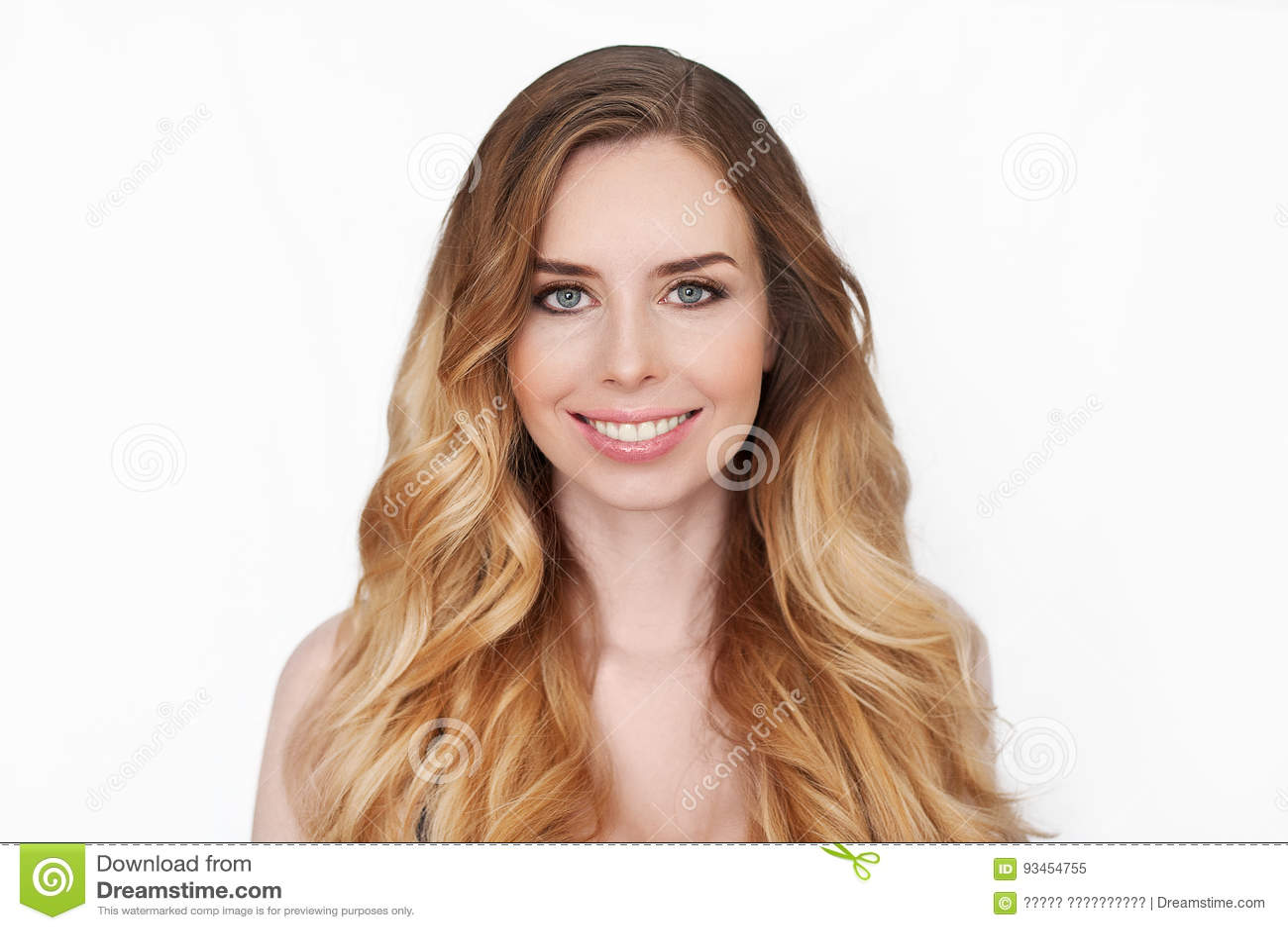 Schönheits-Mädchen-Frauengesicht Porträt Saubere Haut schönes Badekurortmodell Girl Perfect Freshs Blondinefraulächeln