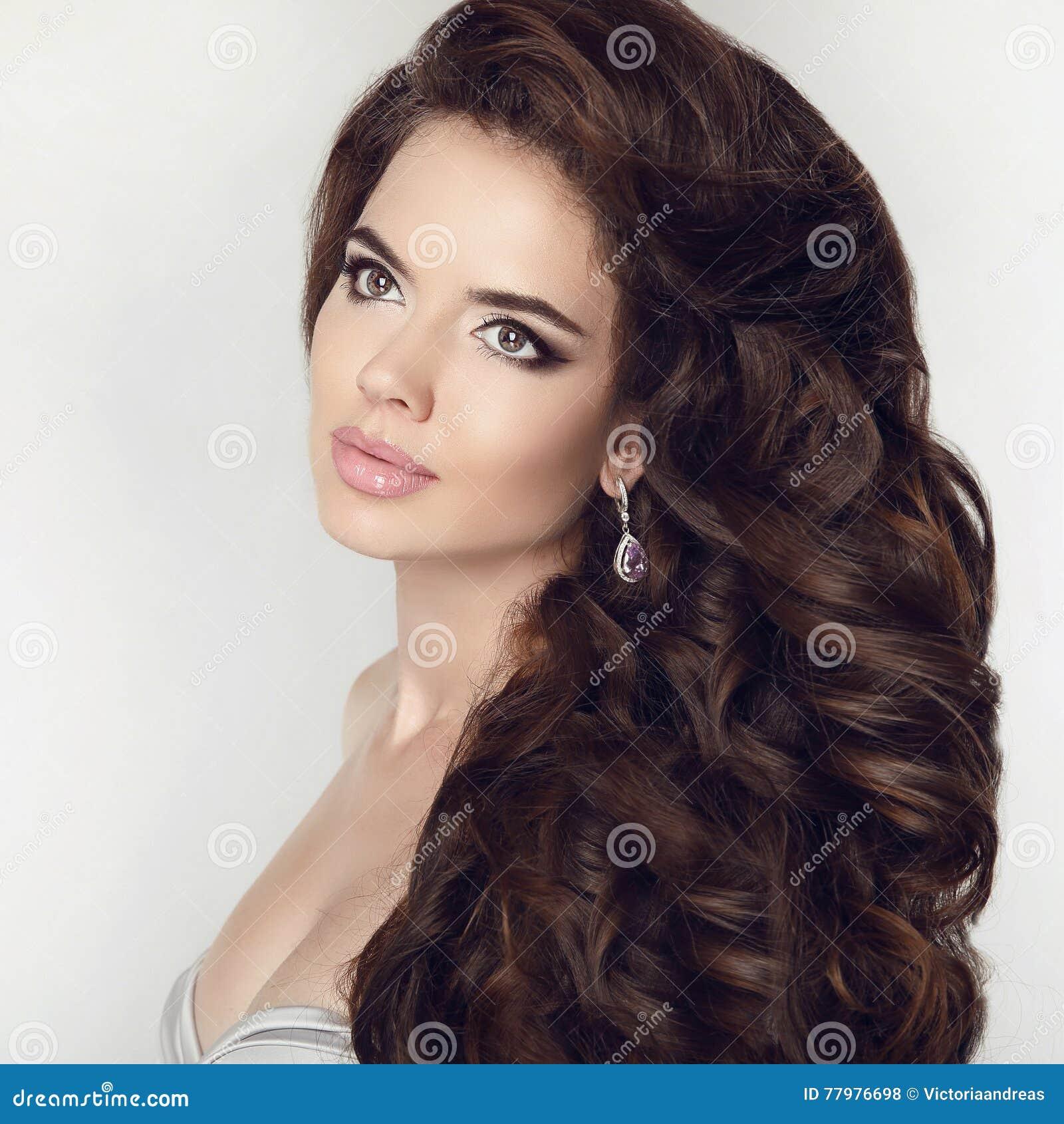 Schönheitsmädchenmake Up Gesunde Lange Haar Art Gelockte Frisur Er