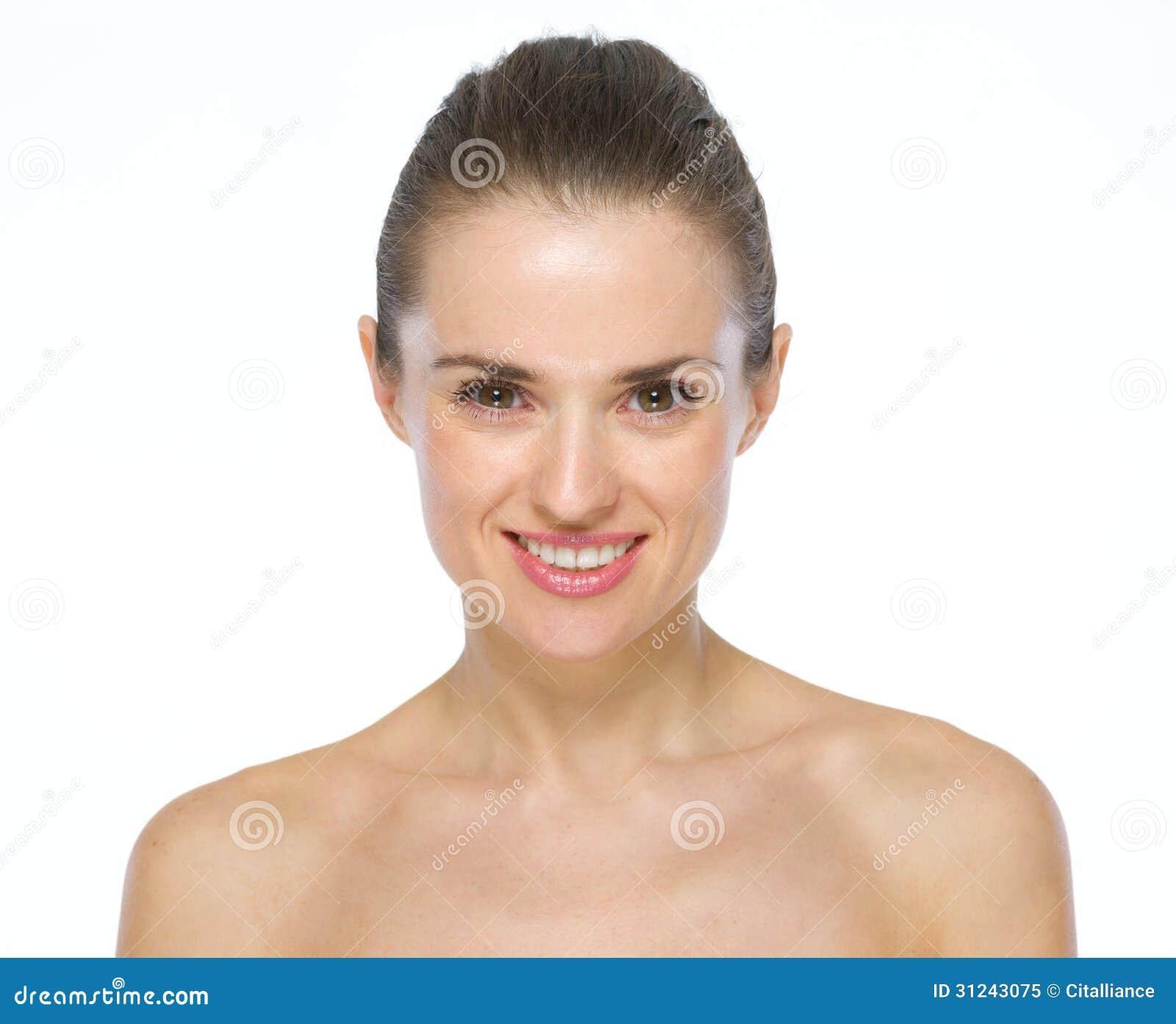 Schönheitsporträt der lächelnden jungen Frau