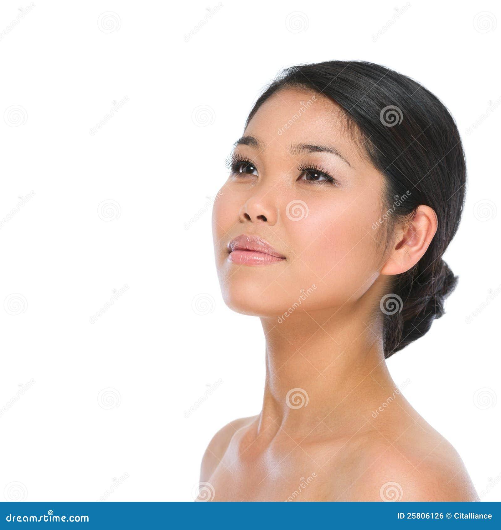 Schönheitsportrait der asiatischen Brunettefrau