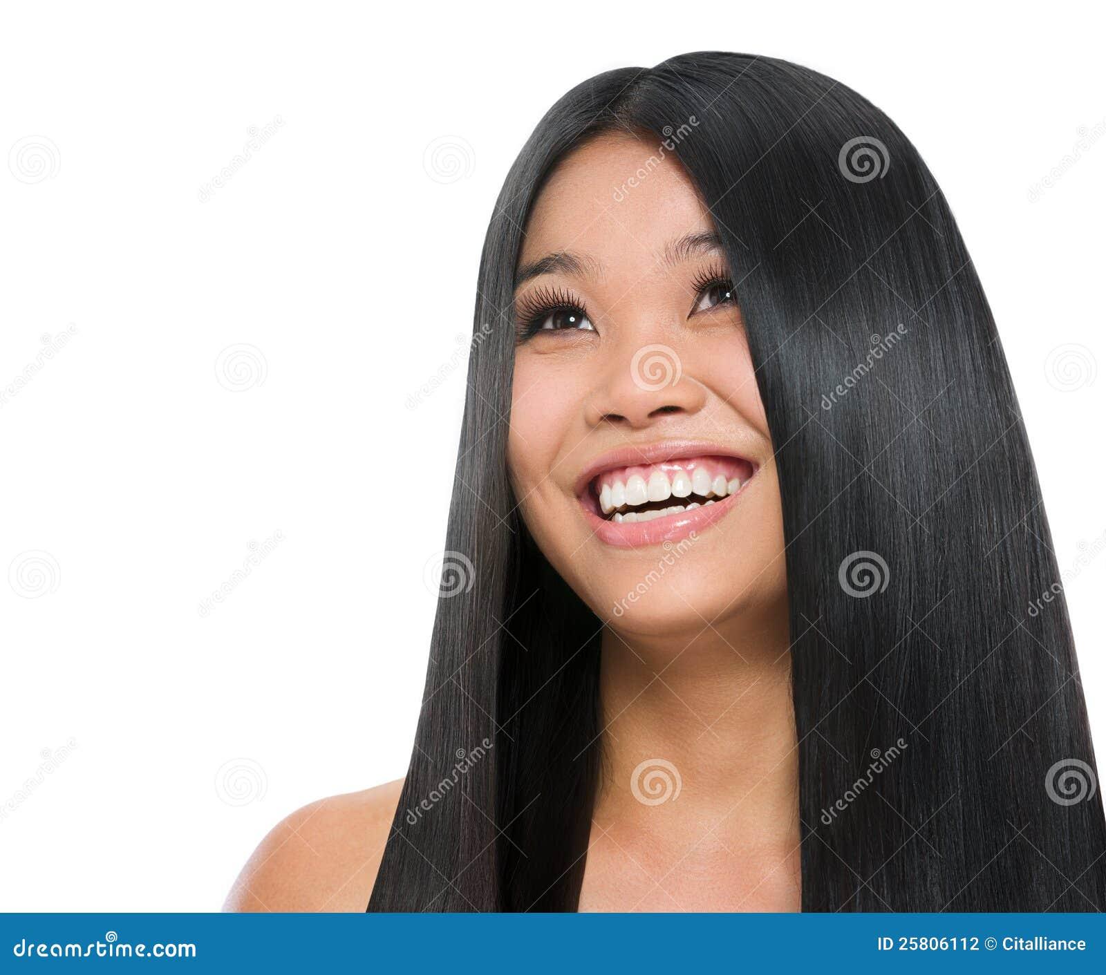 Schönheitsportrait des lächelnden asiatischen Mädchens
