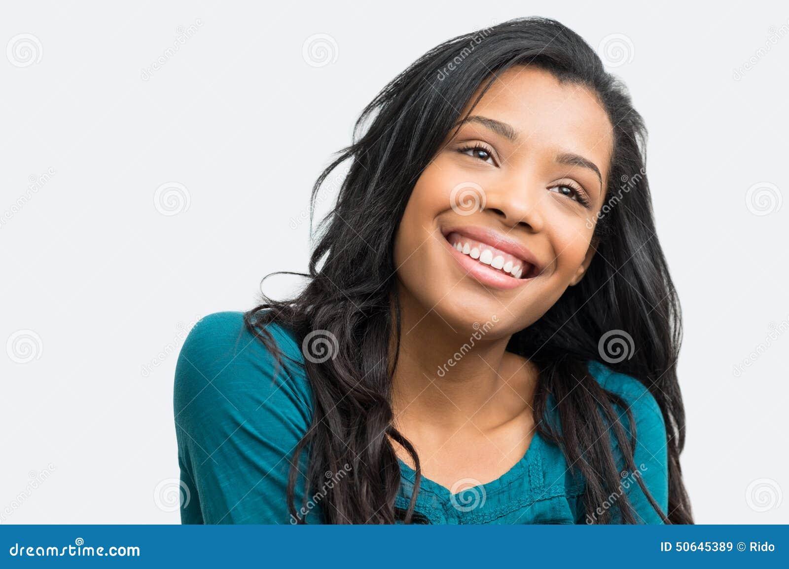 Schüchterne hübsche Frau