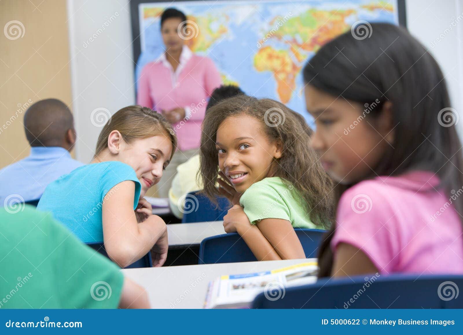 Schüler, die in der Volksschule tyrannisiert wird
