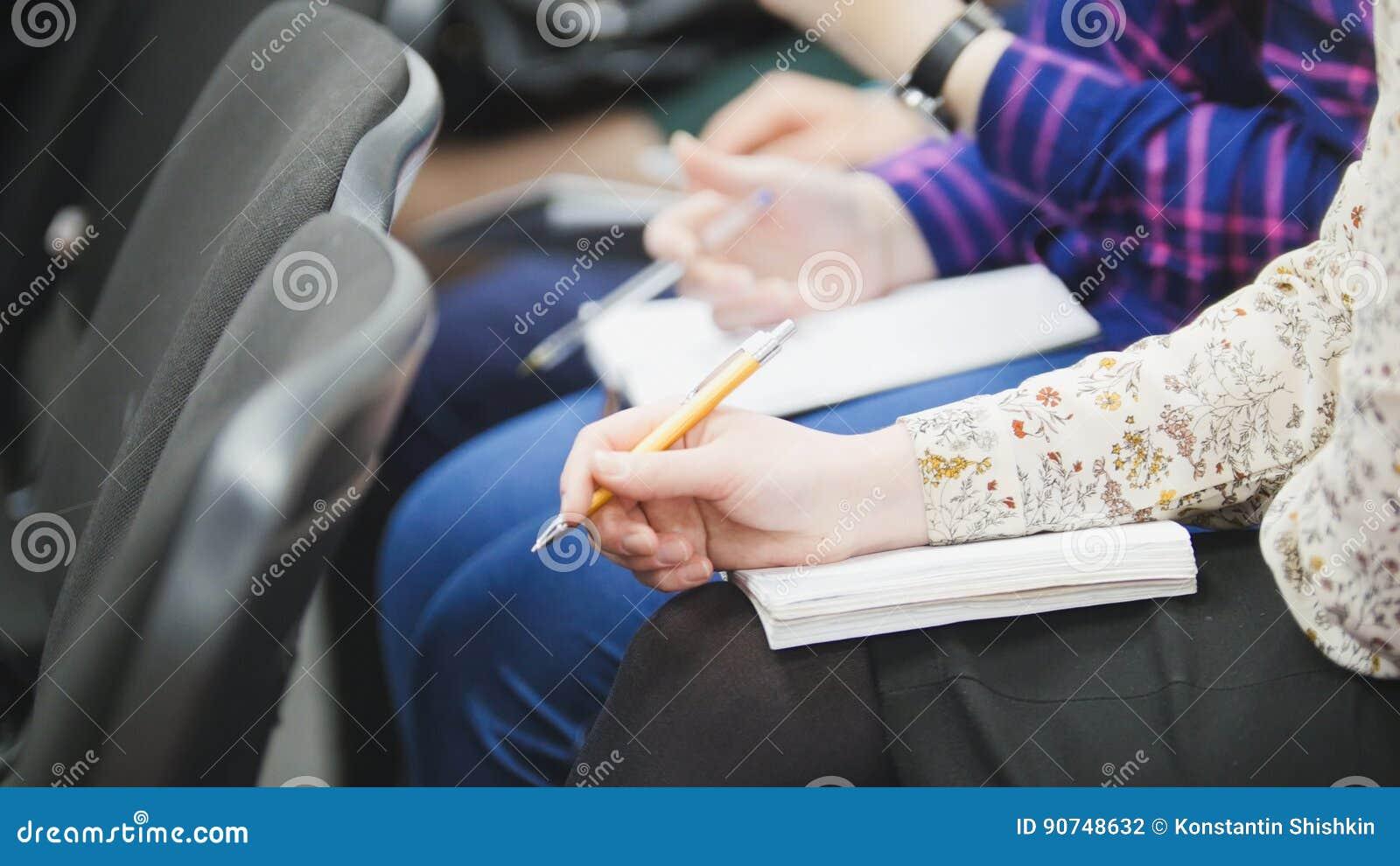 Großartig Student übergibt Vorlage Zeitgenössisch - Entry Level ...