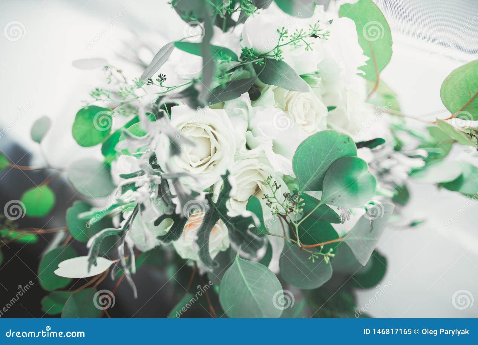 Sch?ner Hochzeitsblumenstrau? mit verschiedenen Blumen, Rosen