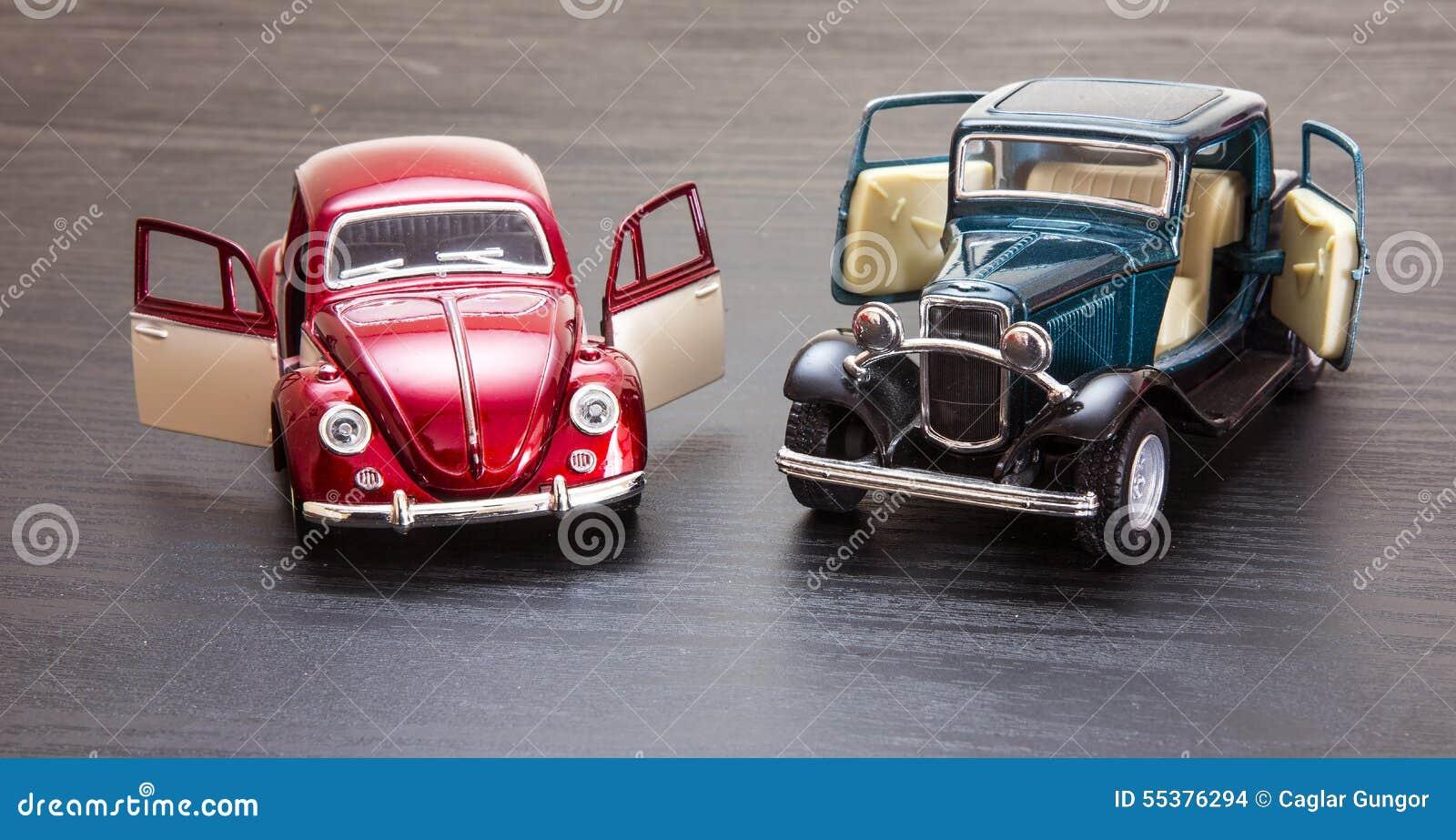 Schaalstuk Speelgoed De Modelkever Van Ford Coupe En Vw Stock Foto