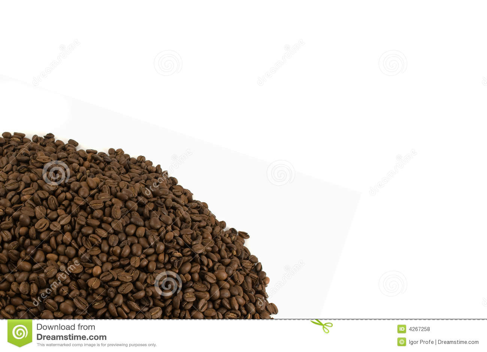Schablone mit getrennten Kaffeebohnen