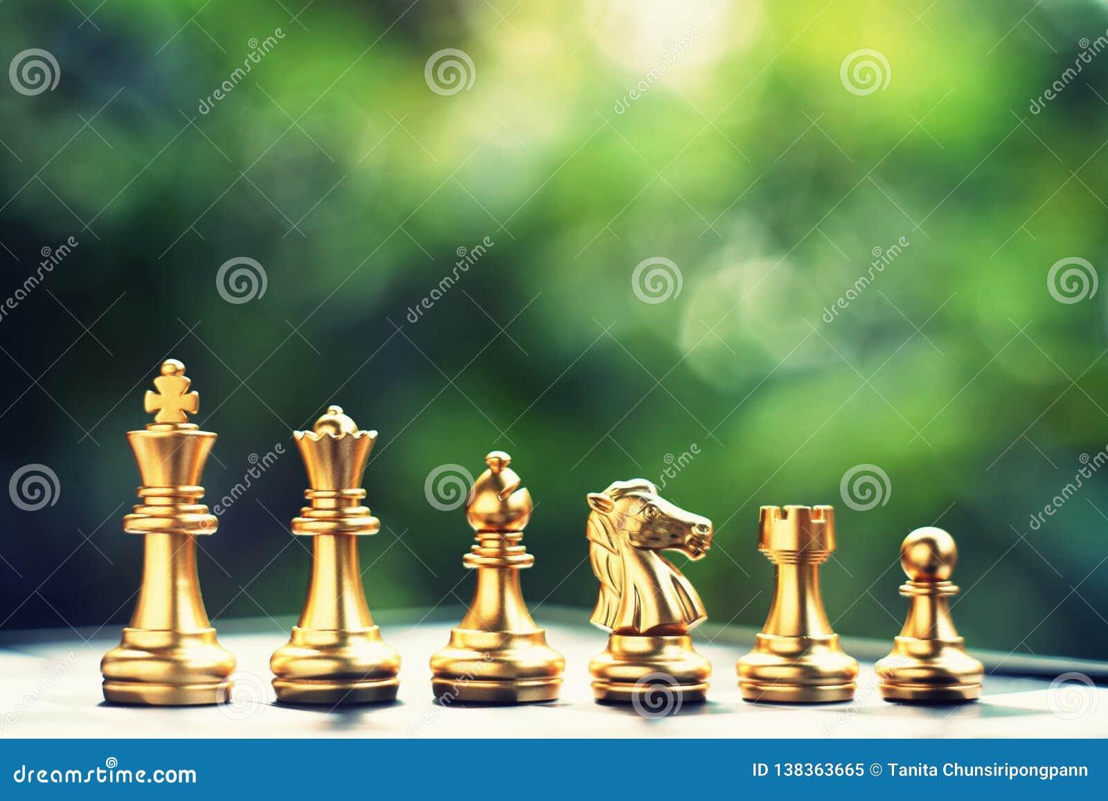 Schach-Brettspiel Ordnende Position des Teams Geschäft wettbewerbsfähig und Strategieplanungskonzept