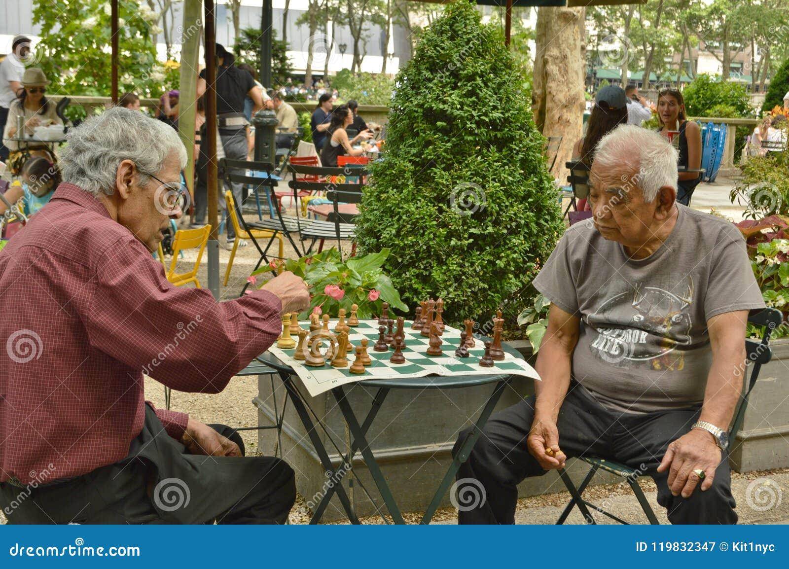 Schach-Spiel bei Bryant Park New York City