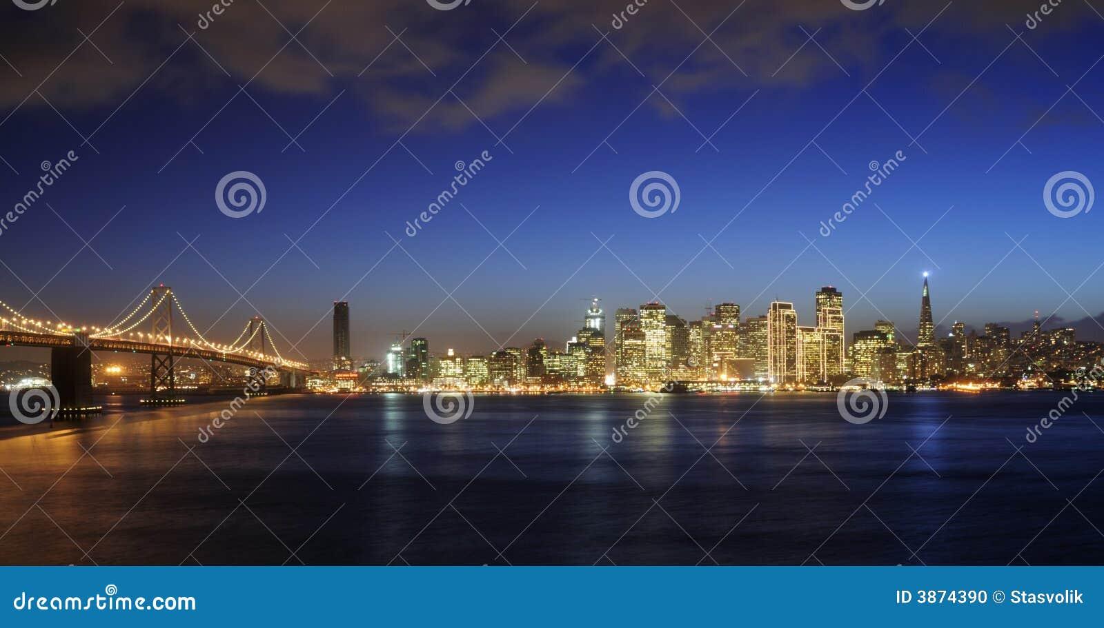 Schacht-Brücke Und San Francisco Im Stadtzentrum Gelegen Am ...