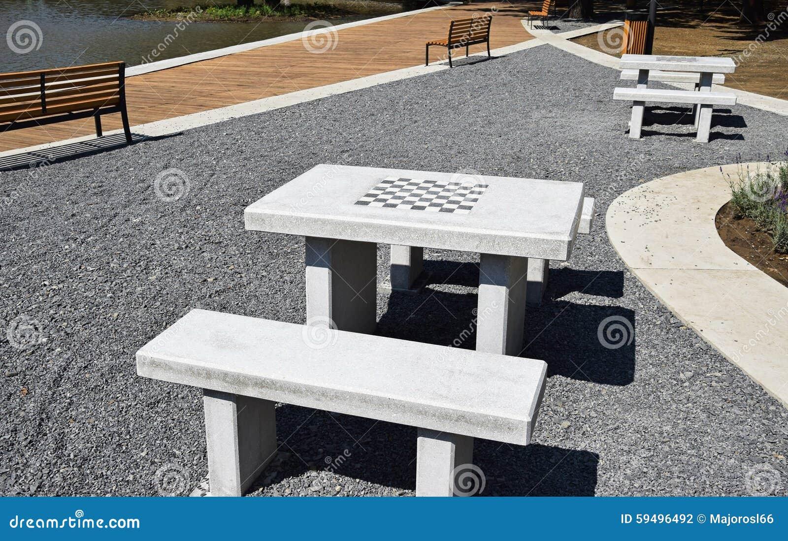 Sehr Schachtische Und Bänke Draußen Stockfoto - Bild: 59496492 IA33