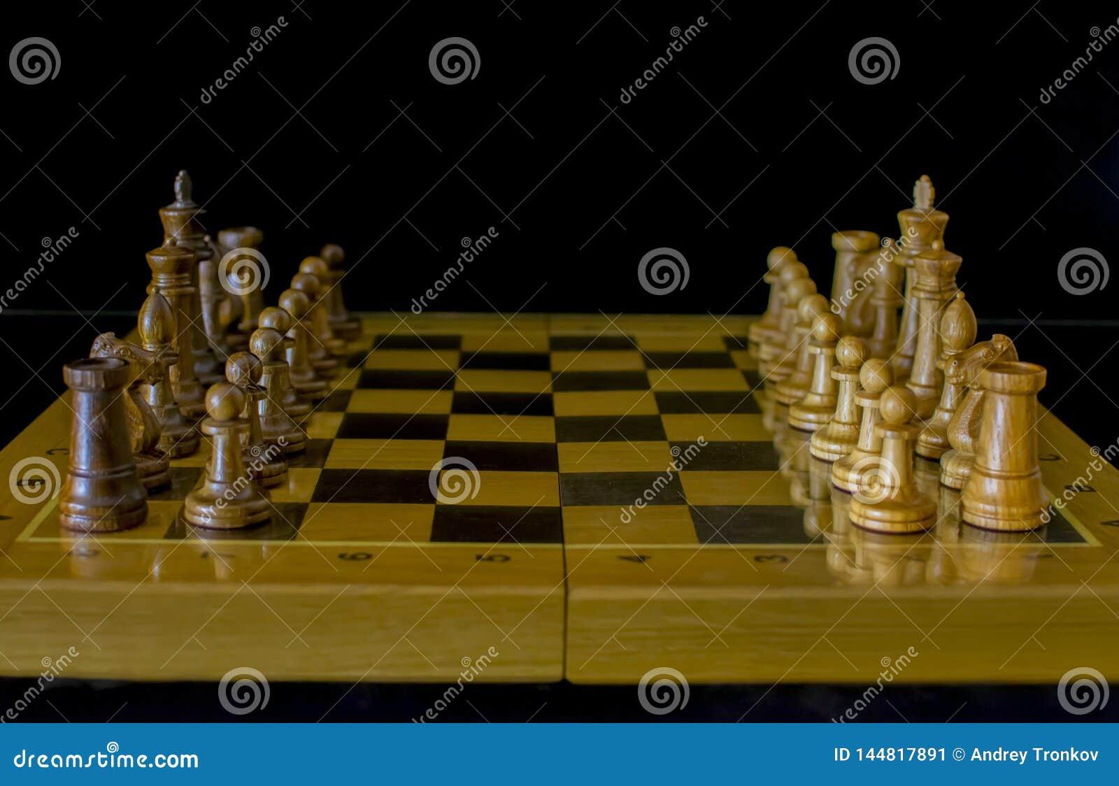 Schack Schackbr?de p? en svart bakgrund