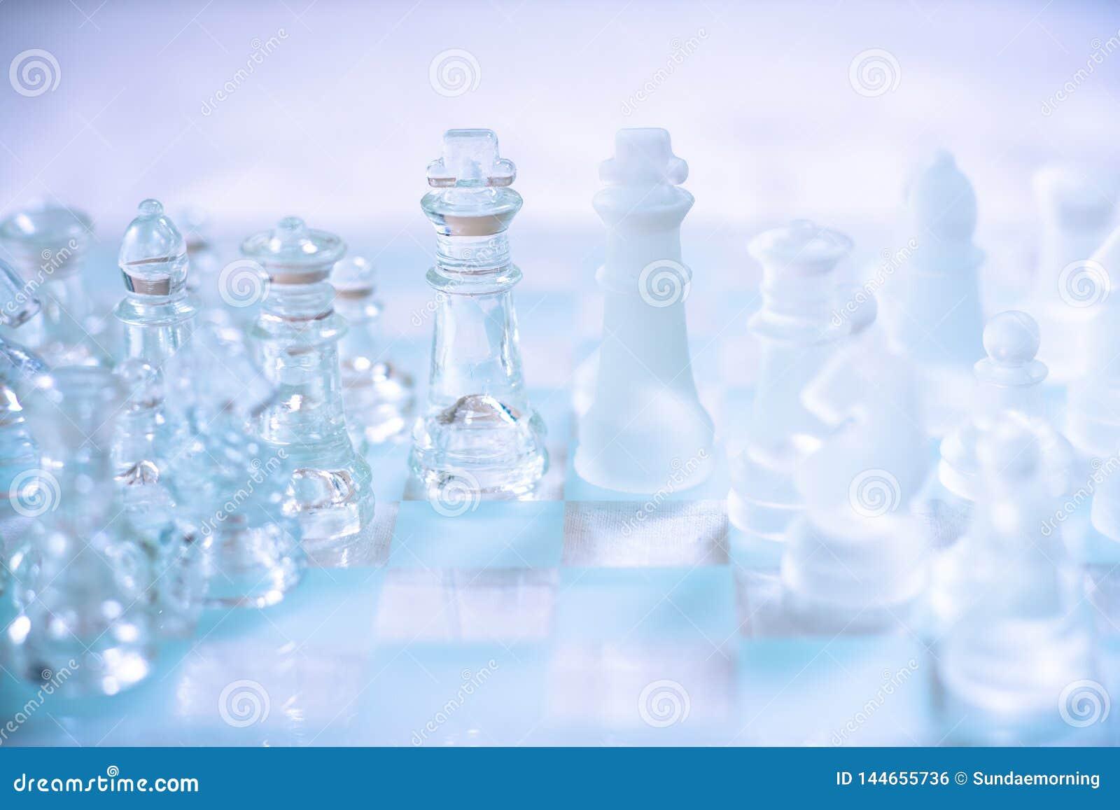 Schackbrädelek som göras av exponeringsglas, konkurrenskraftigt begrepp för affär
