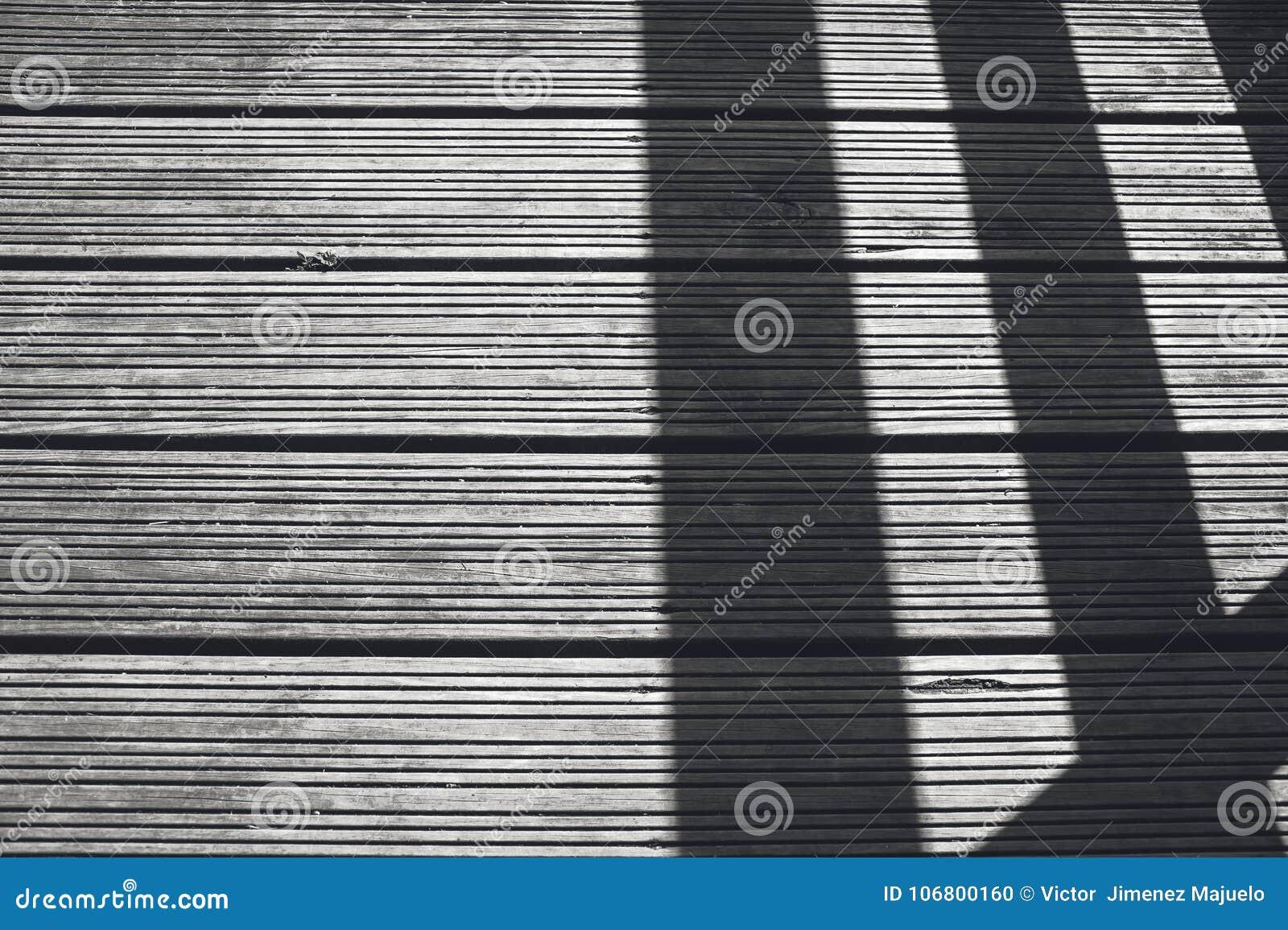 Schaduw in houten vloer stock foto. afbeelding bestaande uit art