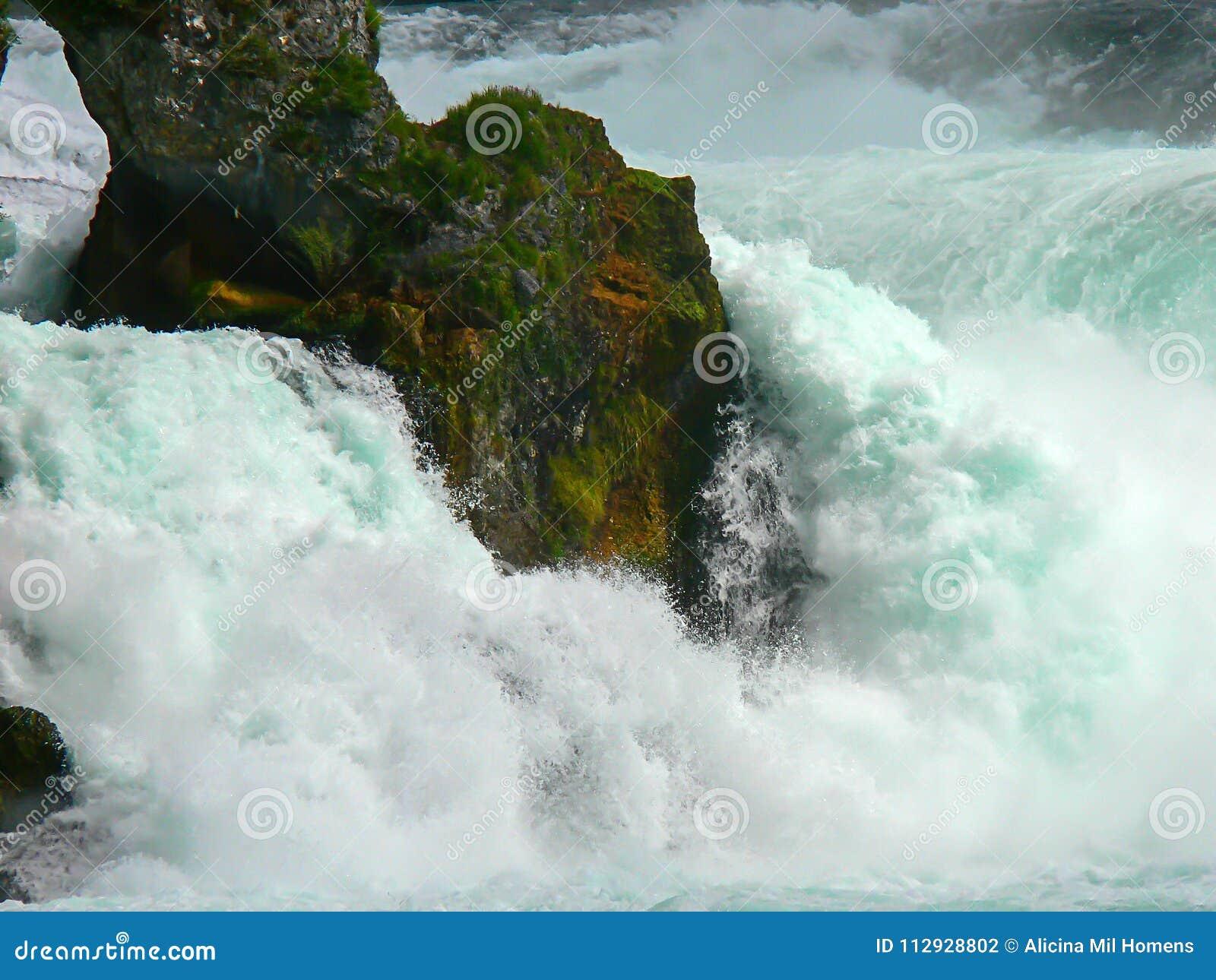 Watervallen Van Schaffhausen Zwitserland.Schaffhausen De Grootste Watervallen In Europa Stock Foto