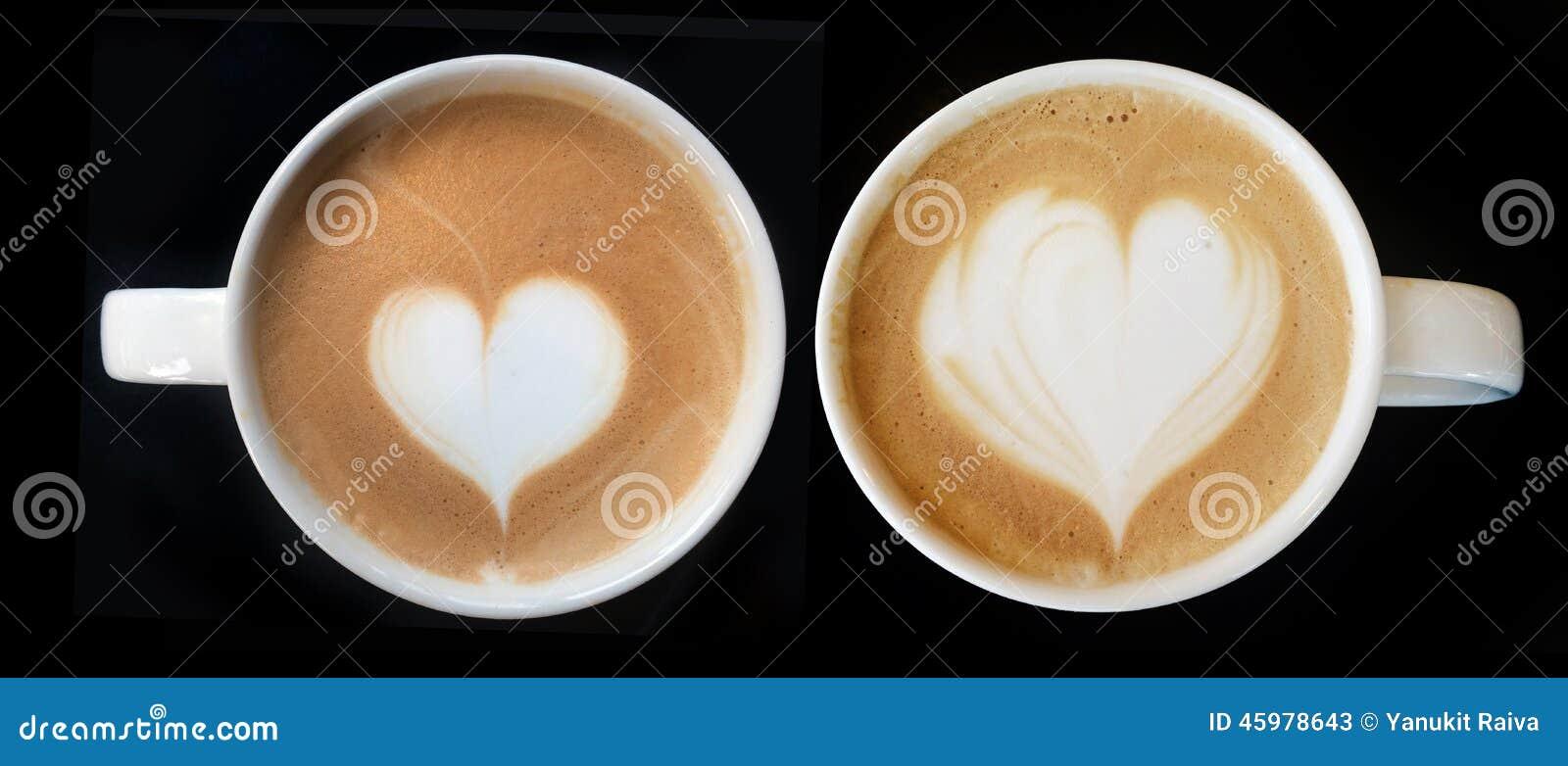 Schale des Lattekunstkaffee-Herzsymbols