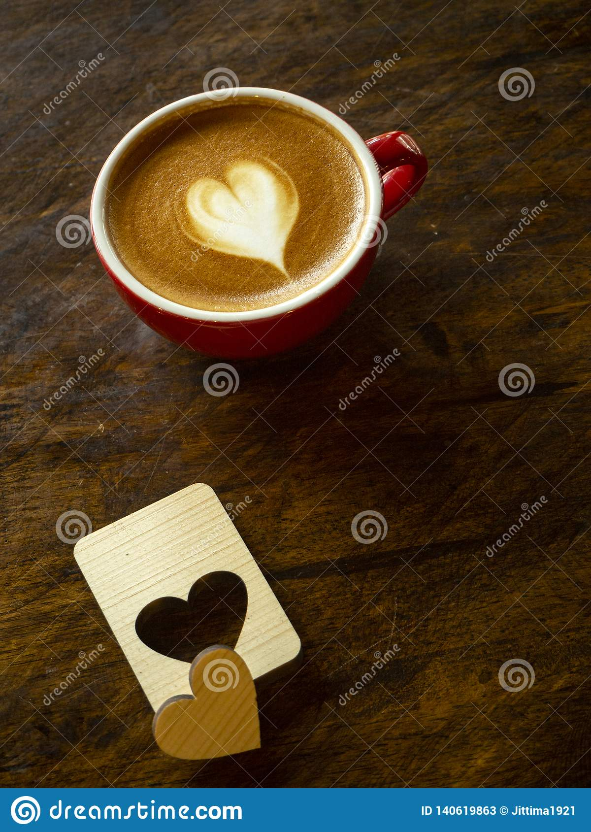 Schale Liebesherz Latte-Kunstkaffee