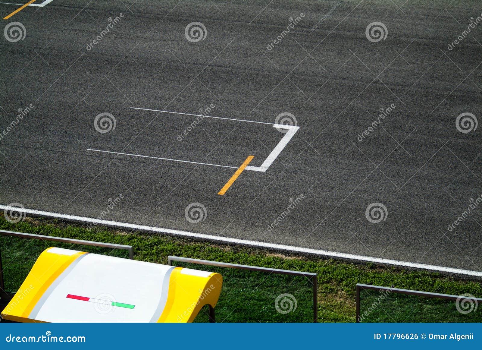 Schalten Sie Leitung In Der Rennenstraße Zu Stockfoto - Bild: 17796626
