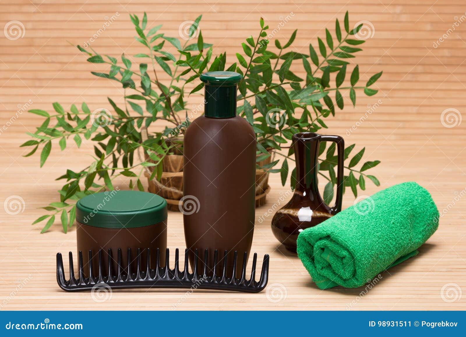 Schampo, hårmaskering, hårkam och handduk