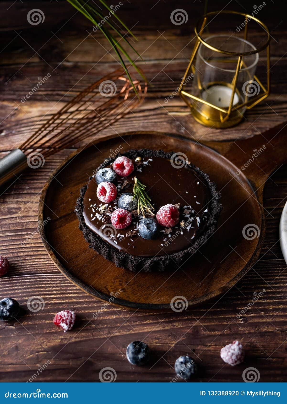 Scharfer Schokoladenkäsekuchen mit frischen Beeren Köstlicher Nachtisch