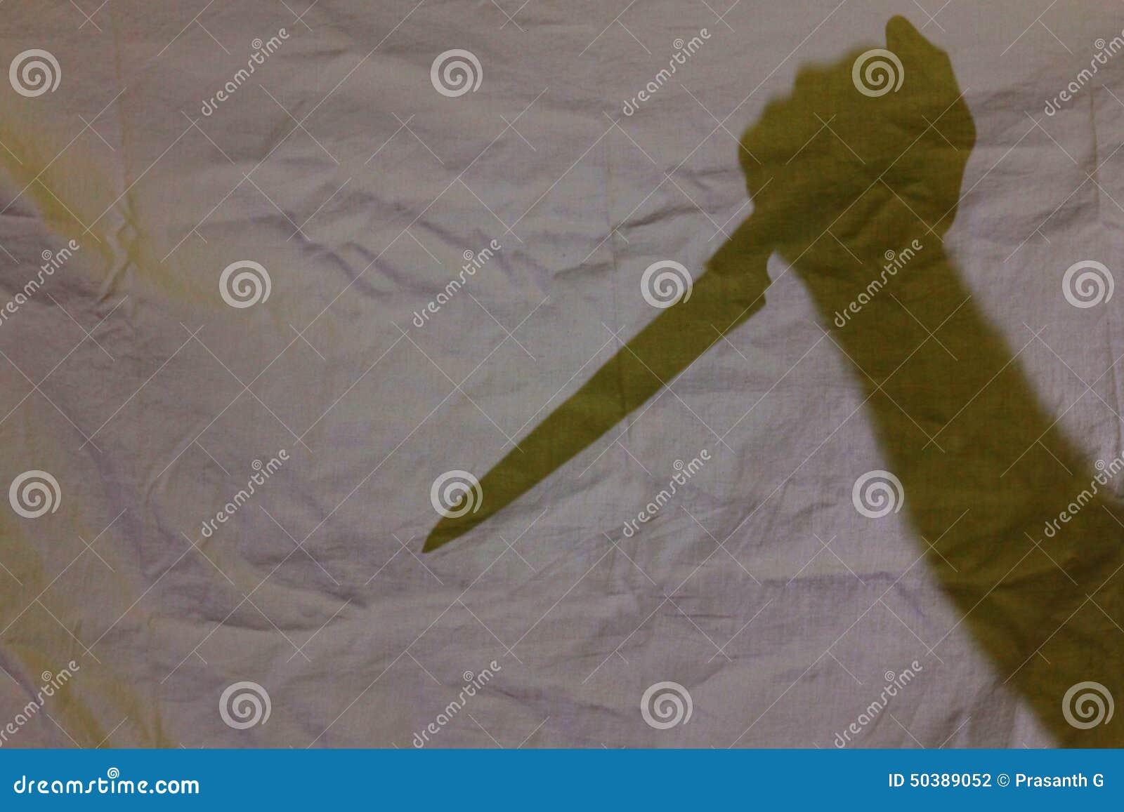Schatten des Messers in der Hand