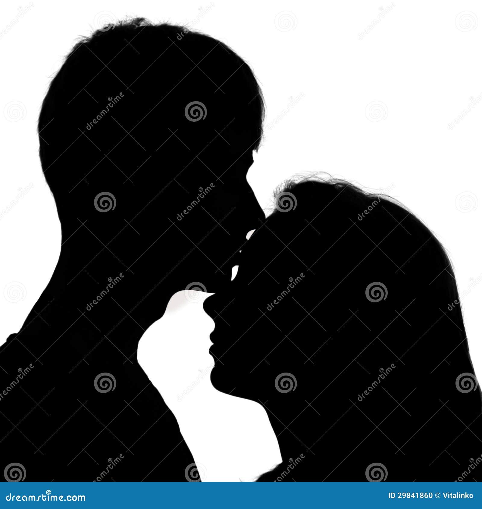 Schattenbild eines jungen paares in der liebe männer die ein