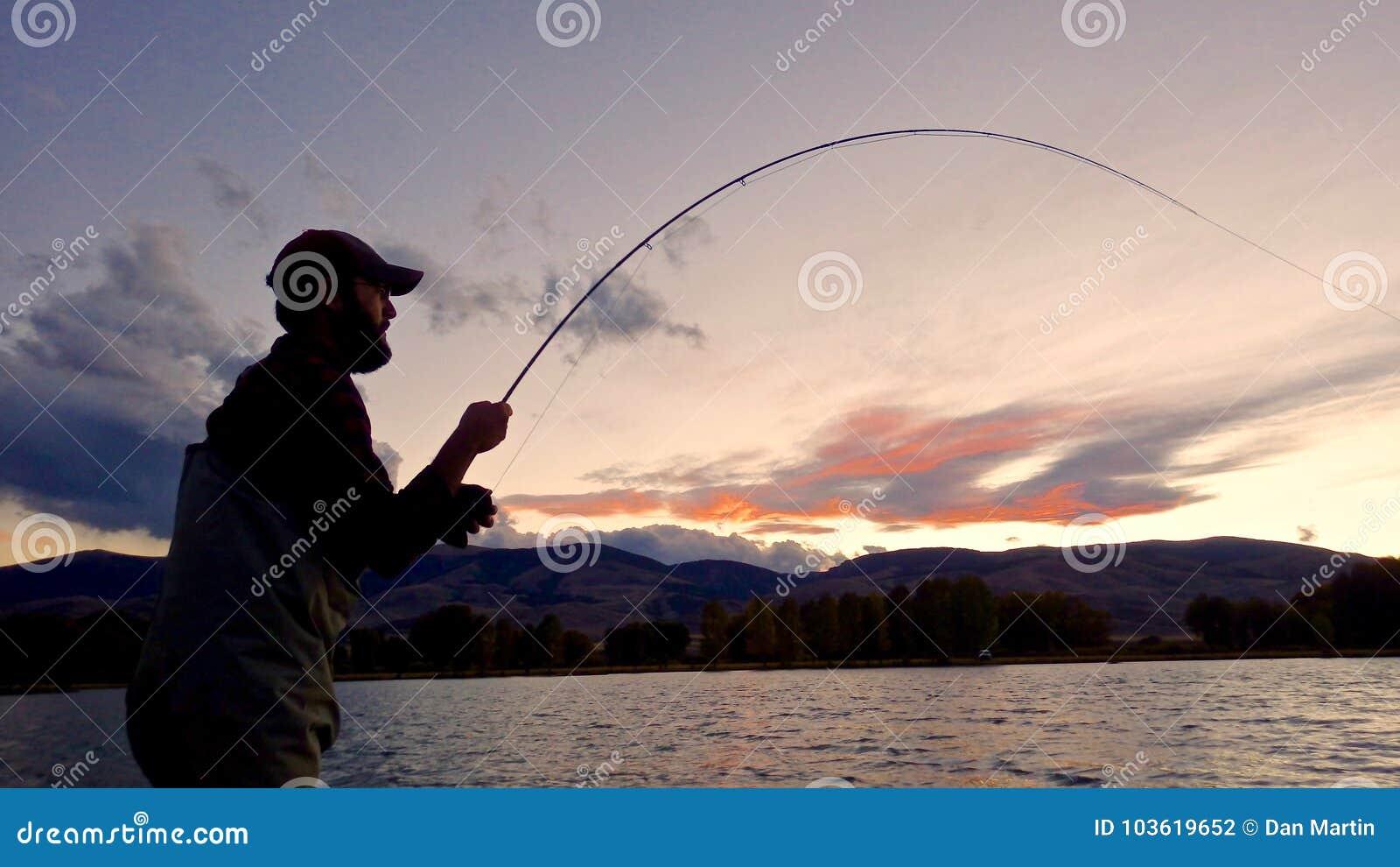 Schattenbild von eine Fliegen-Fischern