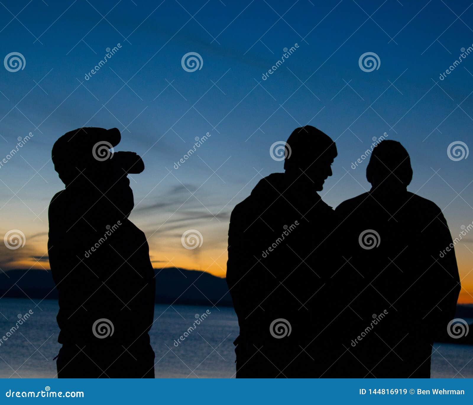 Schattenbilder mit Sonnenuntergang-Hintergrund
