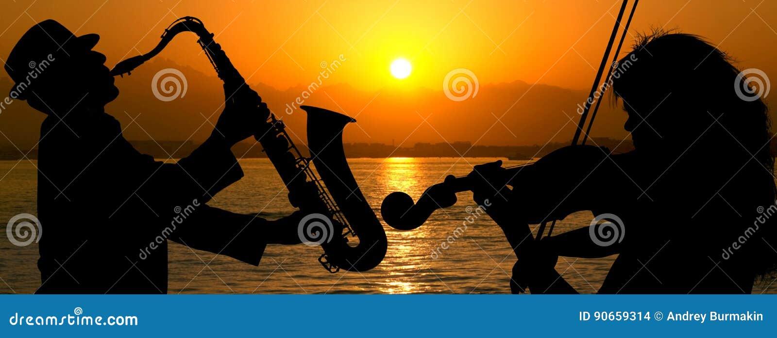 Schattenbildpaare, die Jazz spielen