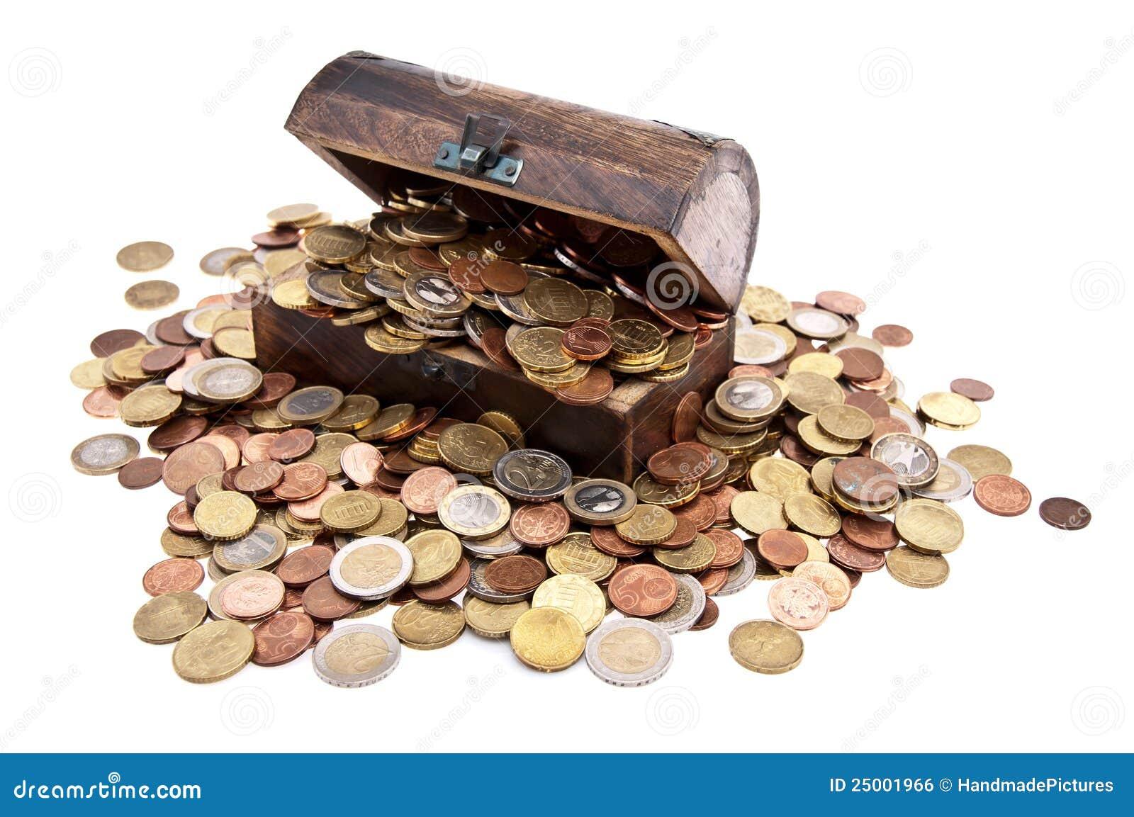 Schatz Mit Euro Münzen Gesamtansicht Stockfoto Bild Von