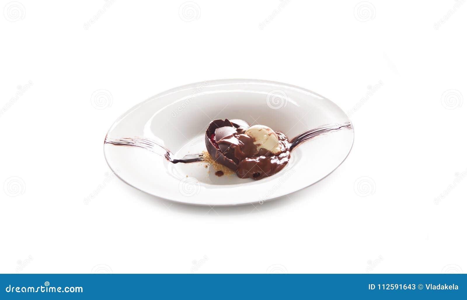Schaufel der SchokoladenEiscreme, selbst gemachte Schokoladenkuchen mit Eiscreme an
