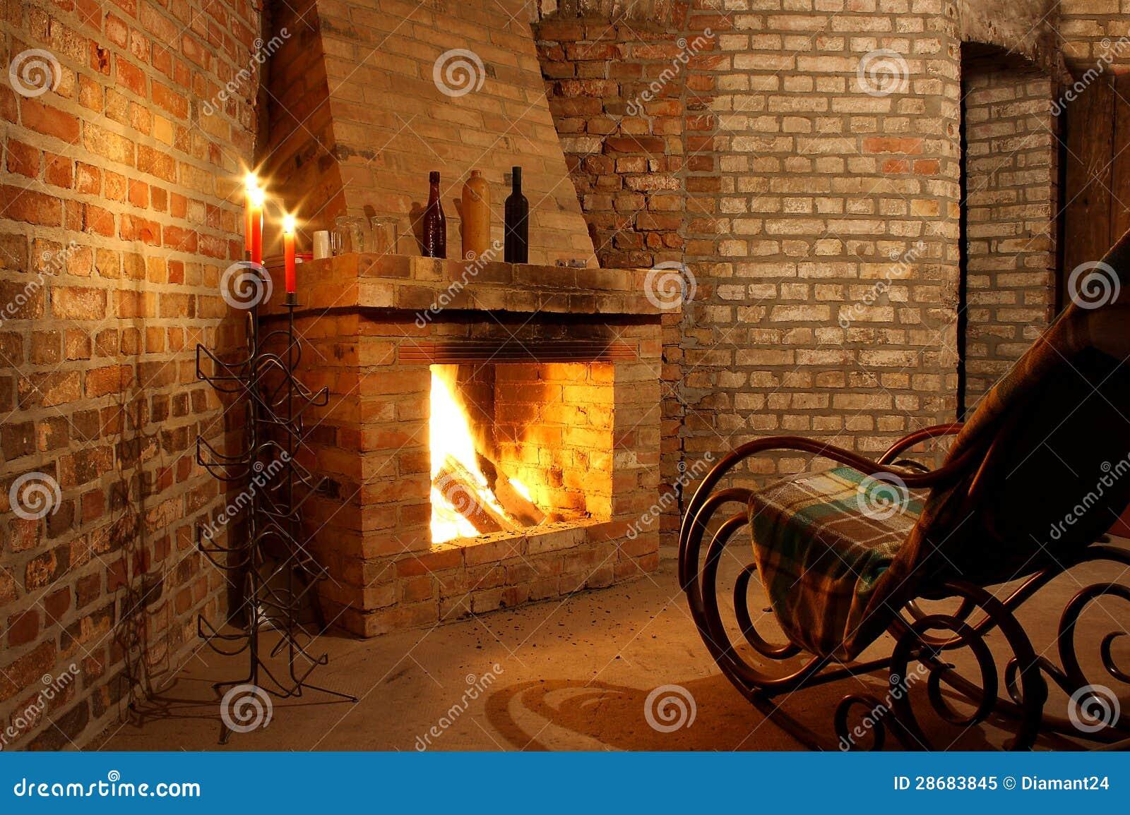 schaukelstuhl durch den kamin und mit kerzen lizenzfreies stockfoto bild 28683845. Black Bedroom Furniture Sets. Home Design Ideas