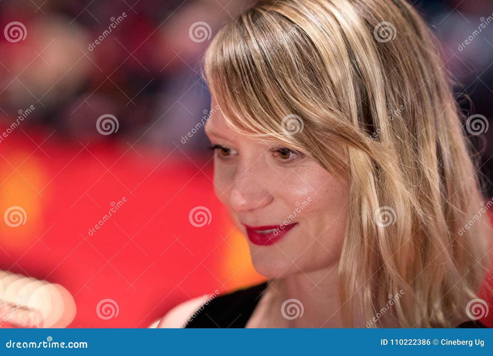 Schauspielerin Mia Wasikowska Auf Rotem Teppich Bei