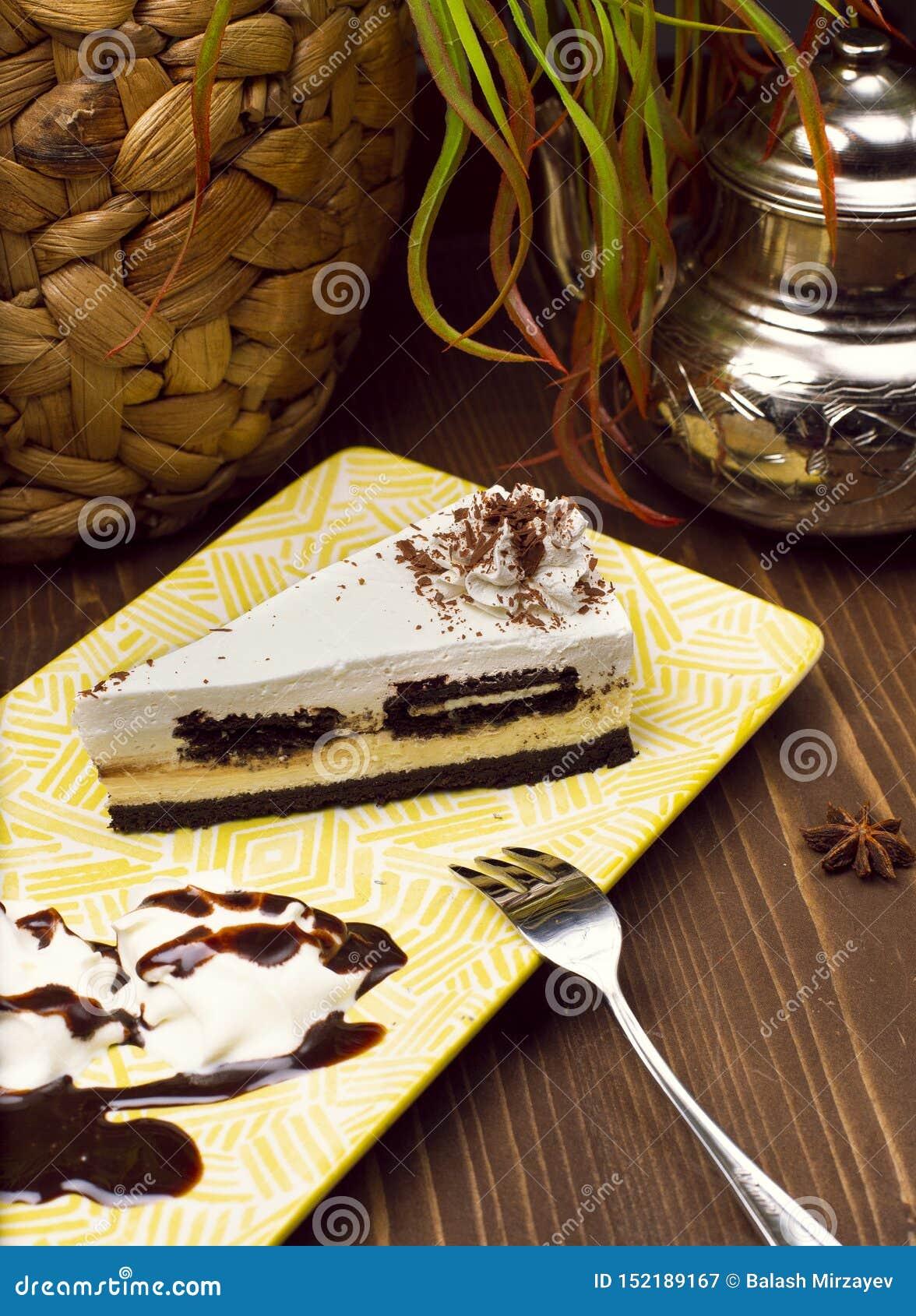 Scheibe des Schokoladenvanillekäsekuchens