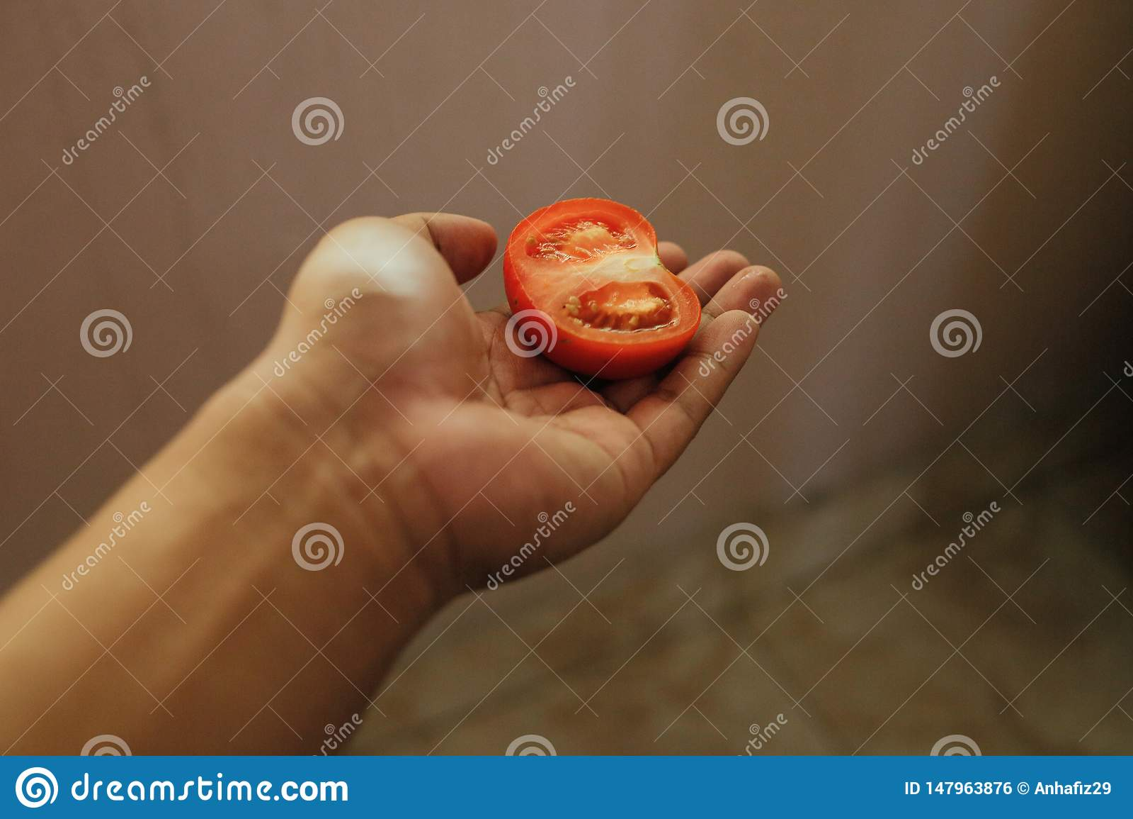 Scheibe des Tomatengriffs eigenhändig