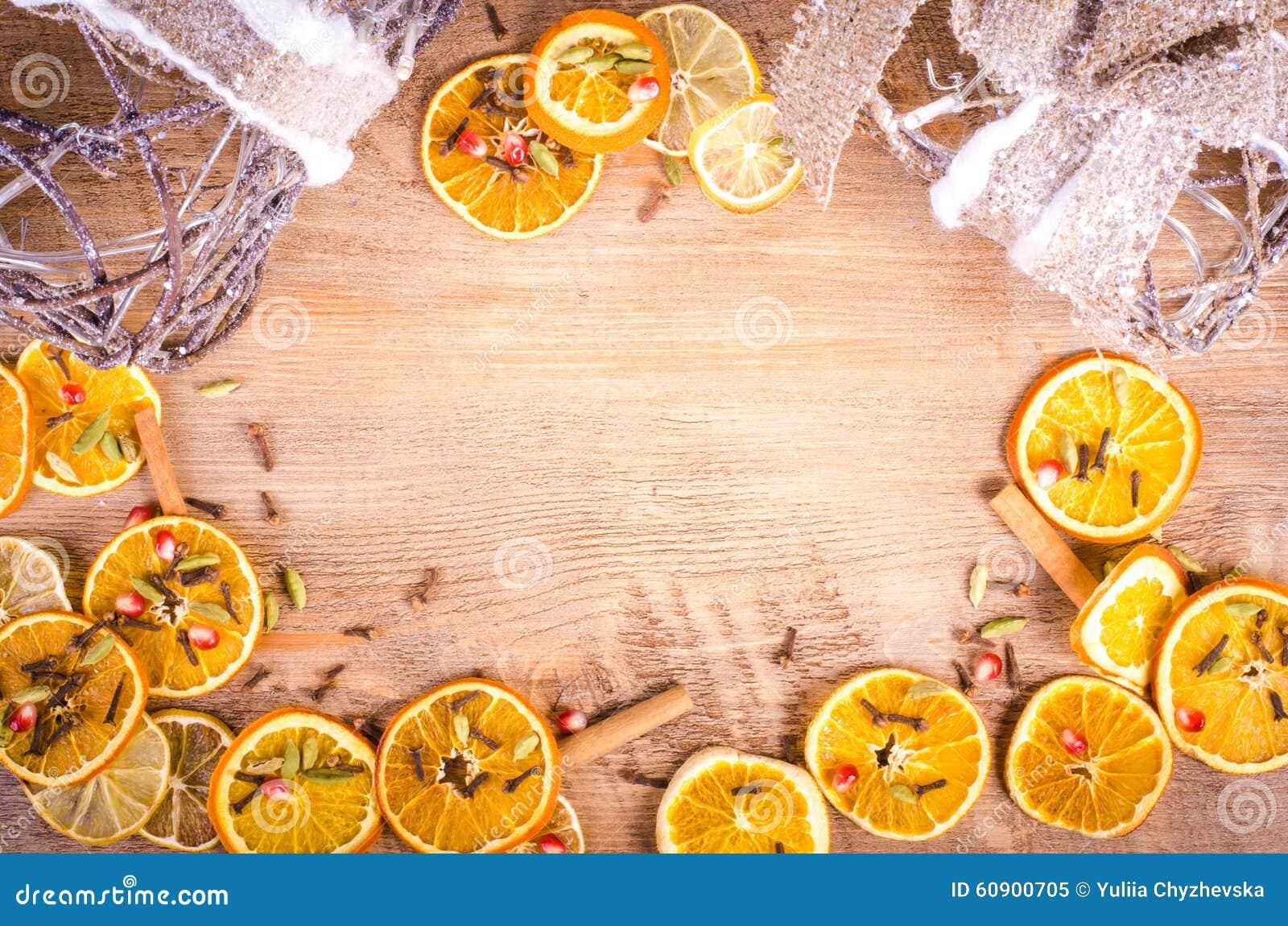 scheiben der getrockneten orange zitrone zimt nelken kardamom stockfoto bild 60900705. Black Bedroom Furniture Sets. Home Design Ideas