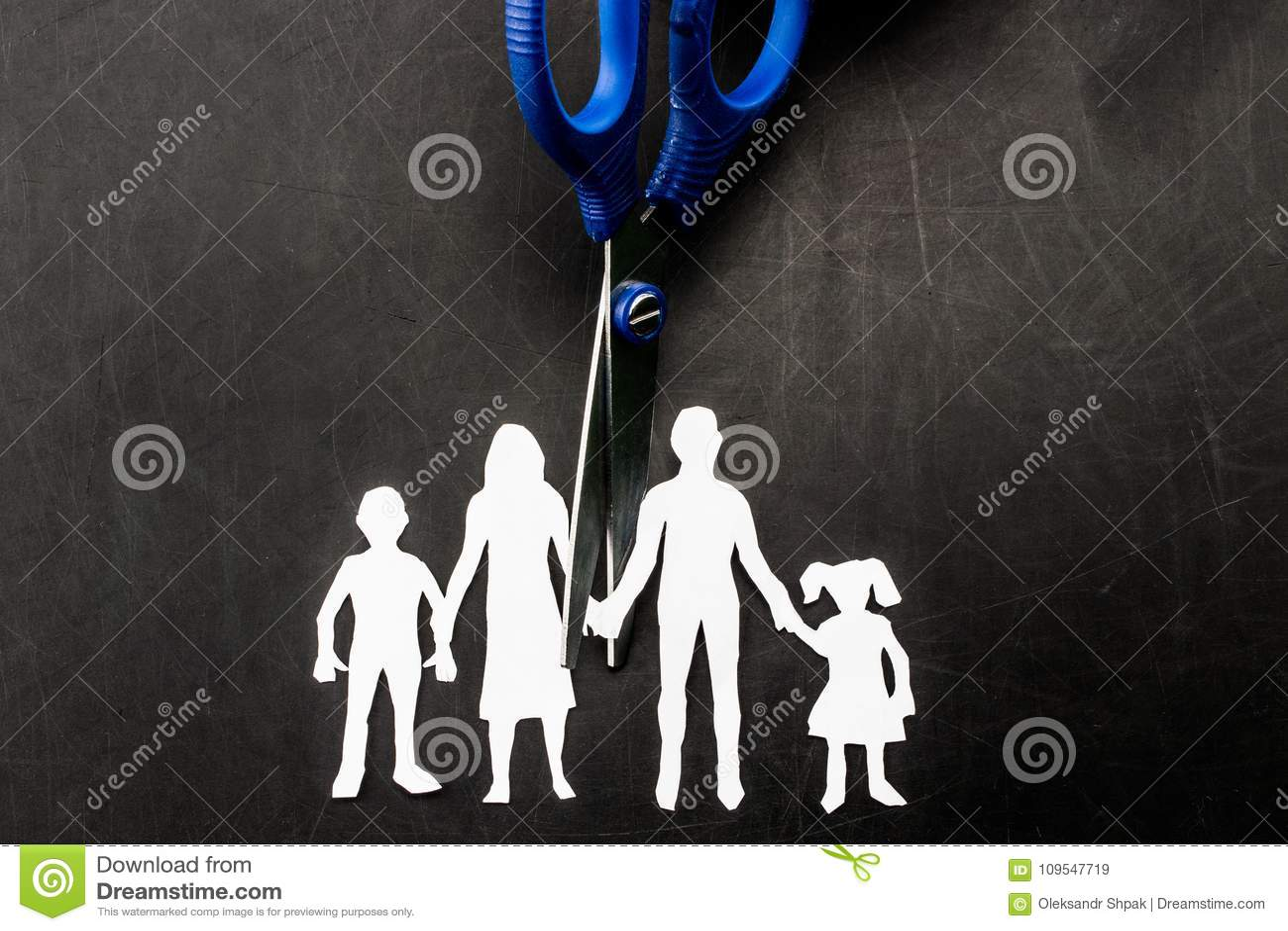 Scheiding en de schaar scherpe familie van de kindbewaring apart