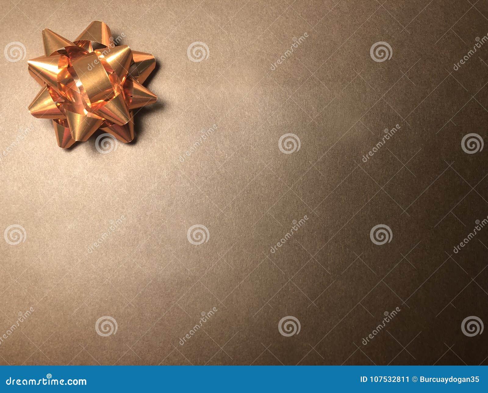 Scheinmeldungsbereich mit Verzierung als hellem Stern, Briefpapier oder Rahmen auf dunklem und hellbraunem Hintergrund