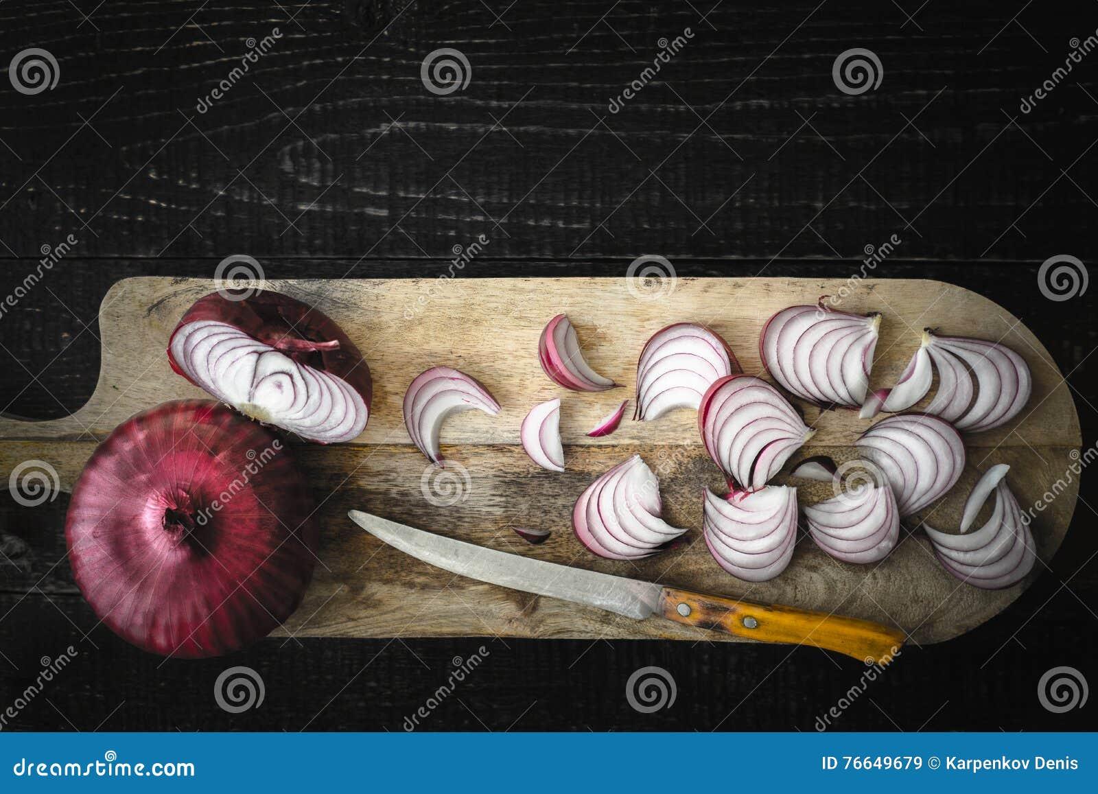 Scherpe rode ui op de houten raads hoogste mening
