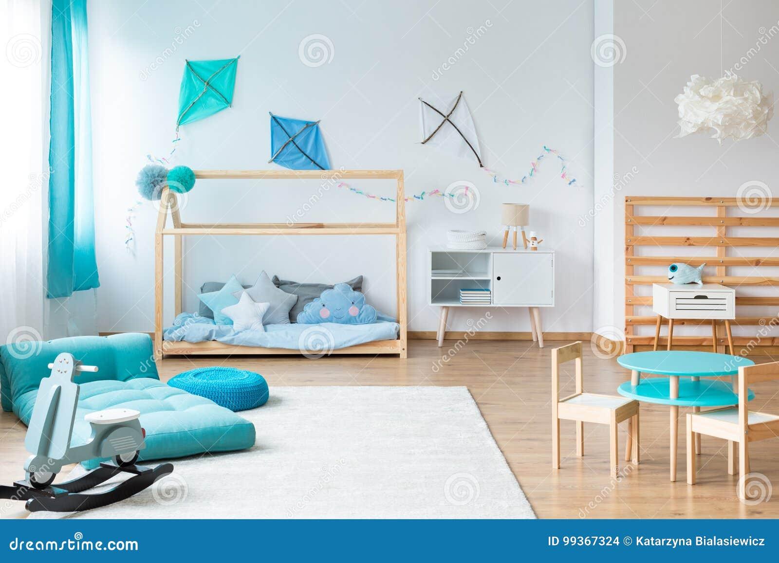Scherzt Schlafzimmer Mit Handgemachten Möbeln Stockfoto ...