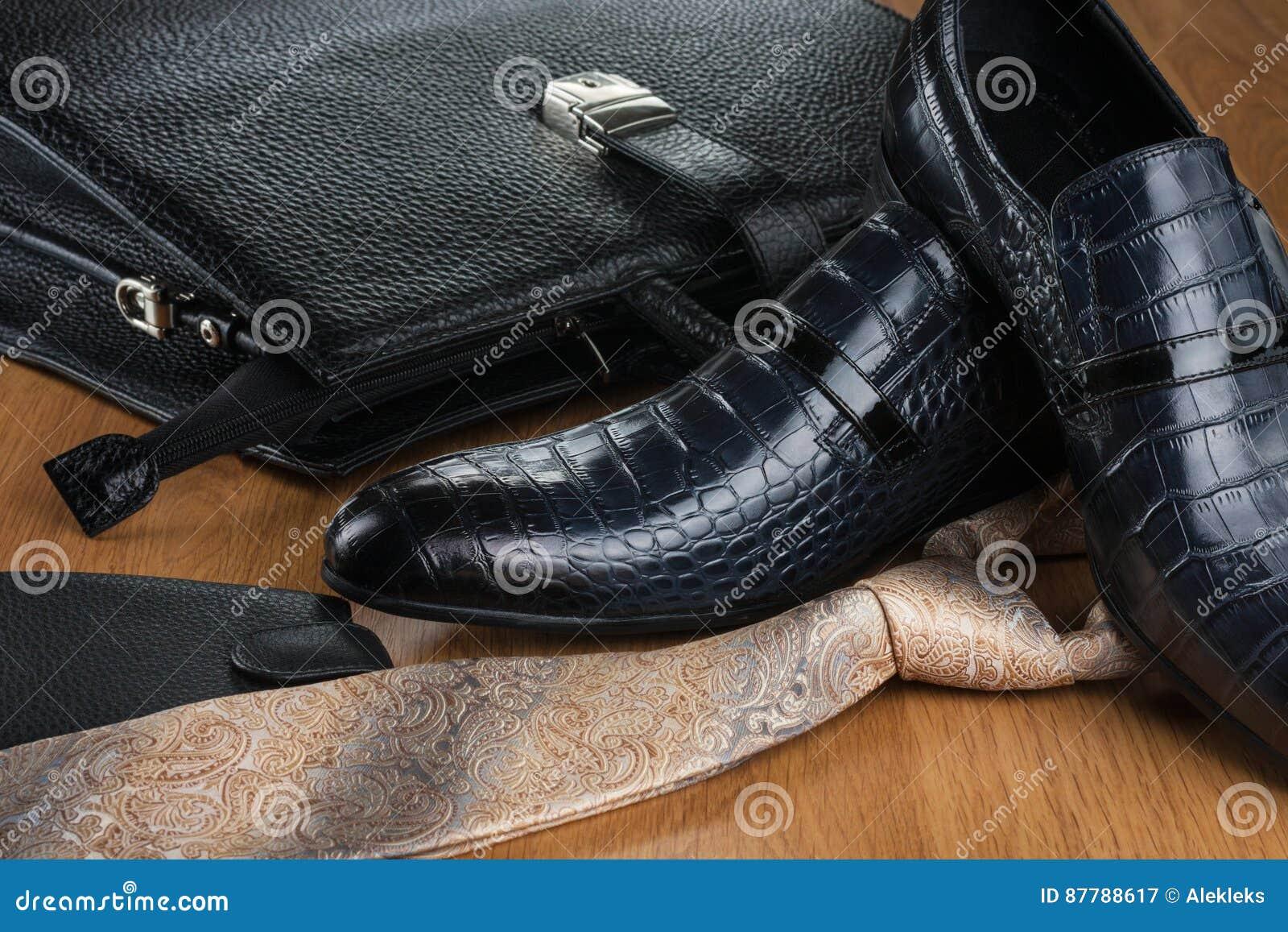 designer fashion f3512 9f453 Schicke Klassische Blaue Schuhe, Bindung, Geldbeutel Und ...