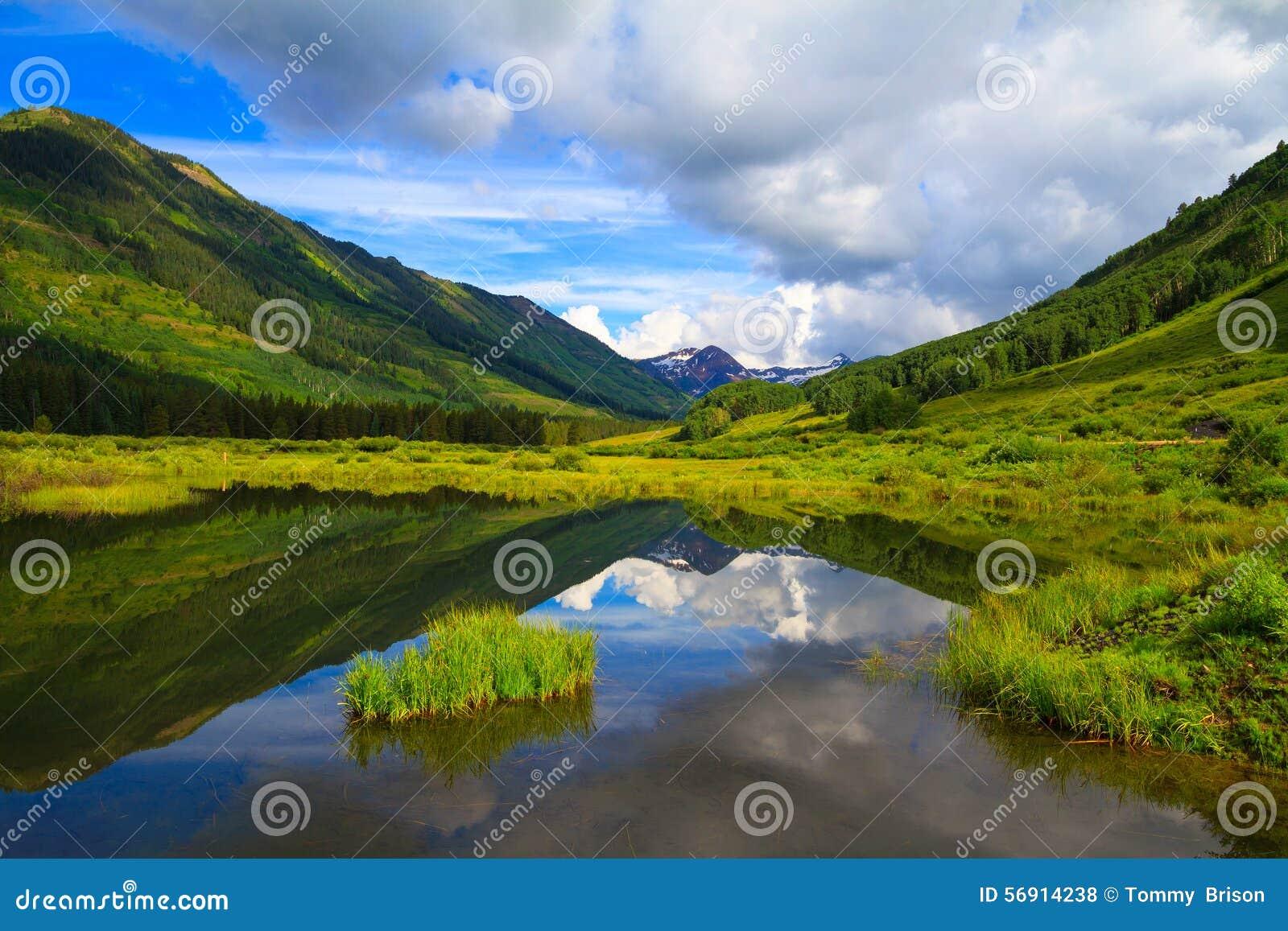 Colorado Karte Fluss.Schiefer Fluss An Butte Mit Haube Colorado Stockfoto Bild